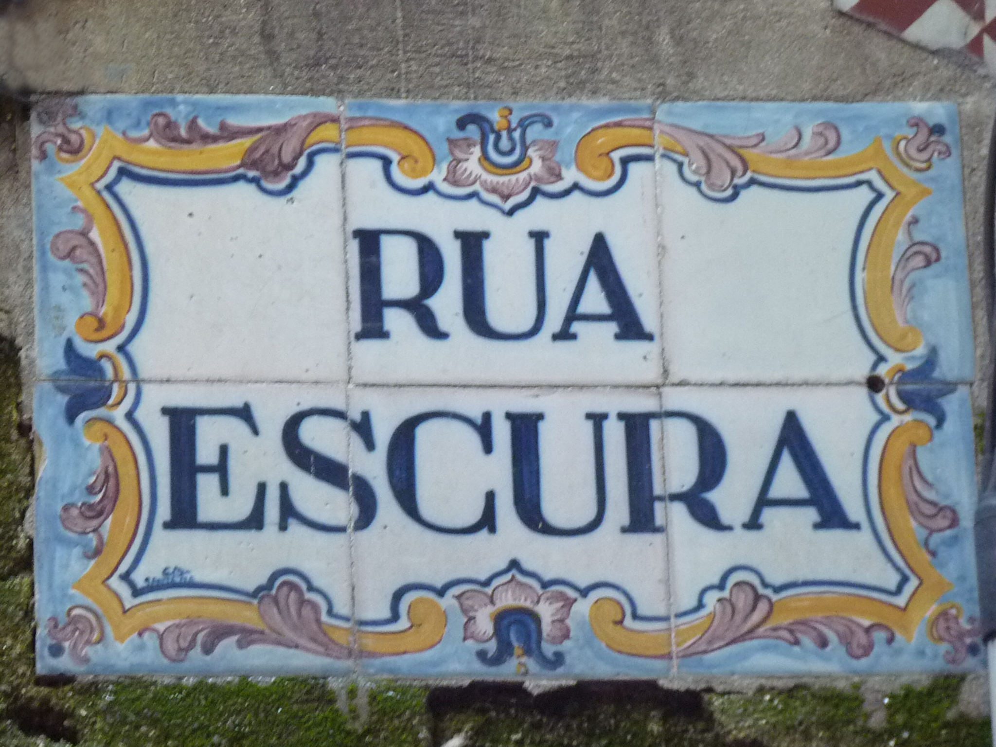 http://upload.wikimedia.org/wikipedia/commons/4/4e/Rua_Escura_-_Azulejo_78.JPG