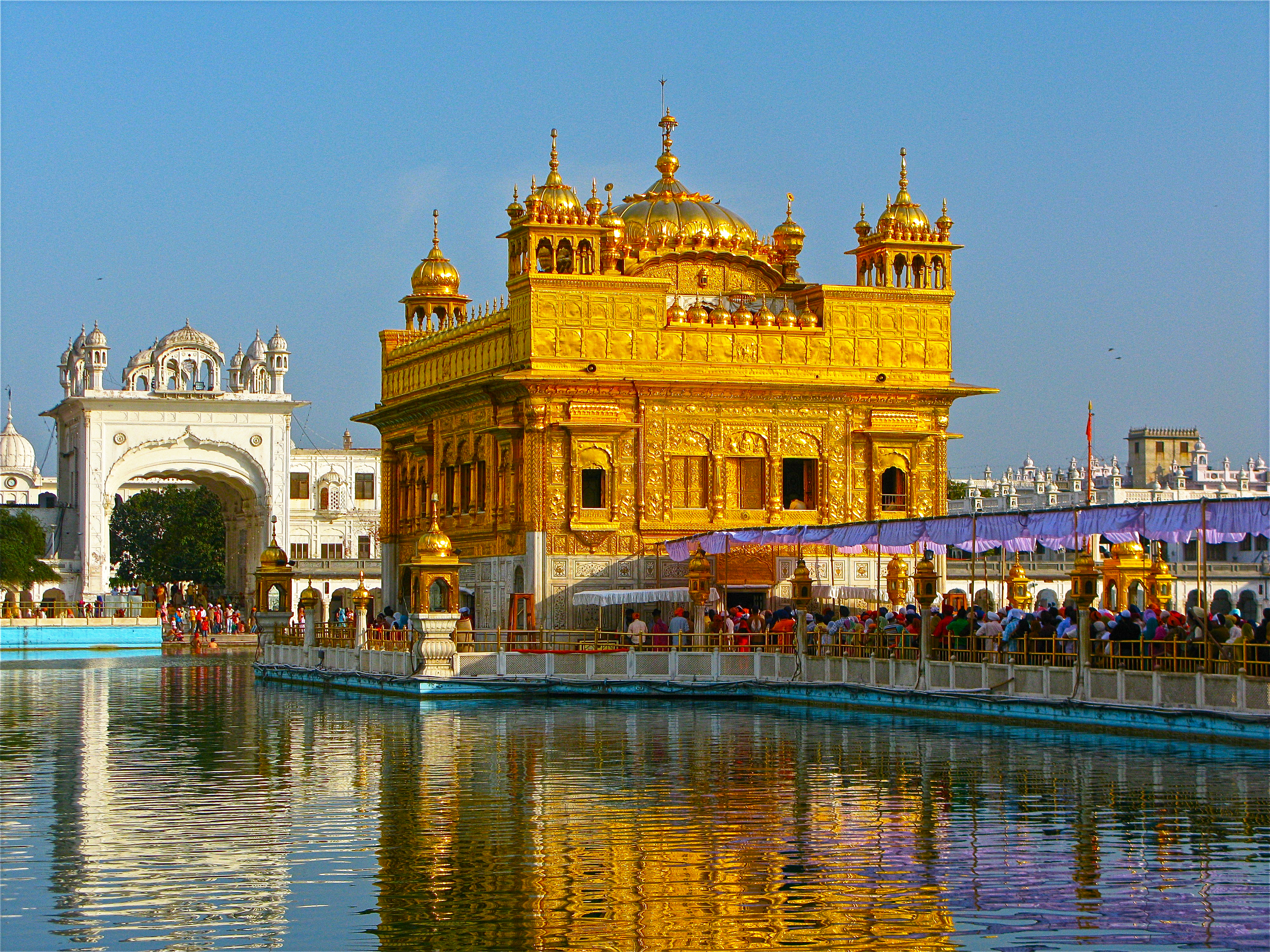 file:sarovar and the golden temple - wikimedia commons