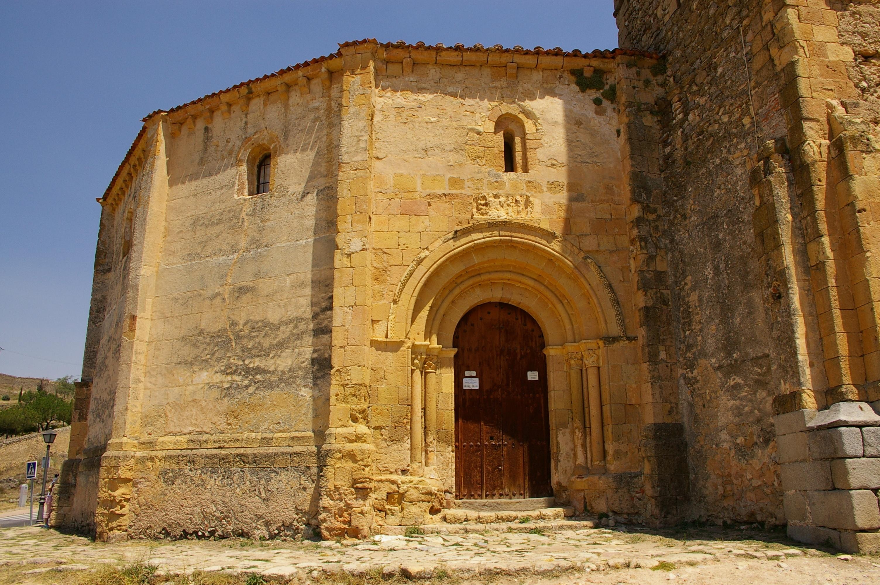 File:Segovia - Iglesia de la Vera Cruz (entrada principal).jpg