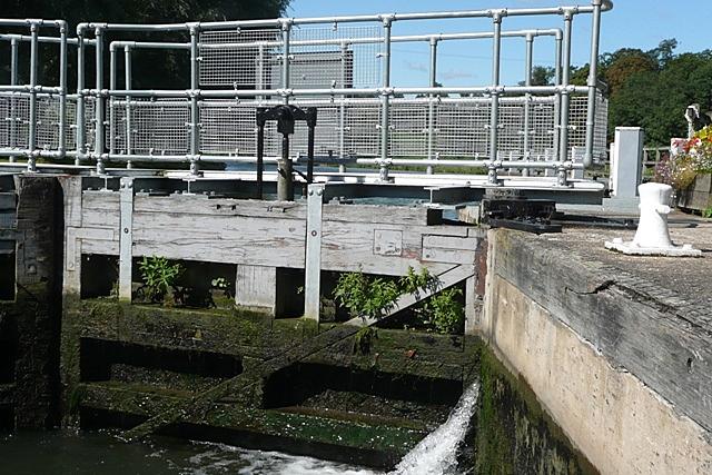 Shiplake Lock - geograph.org.uk - 947806