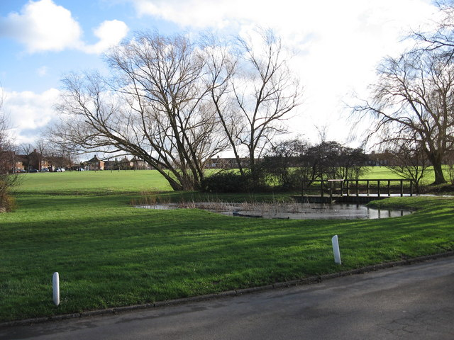 Stewartby Village Green and Pond - geograph.org.uk - 352301