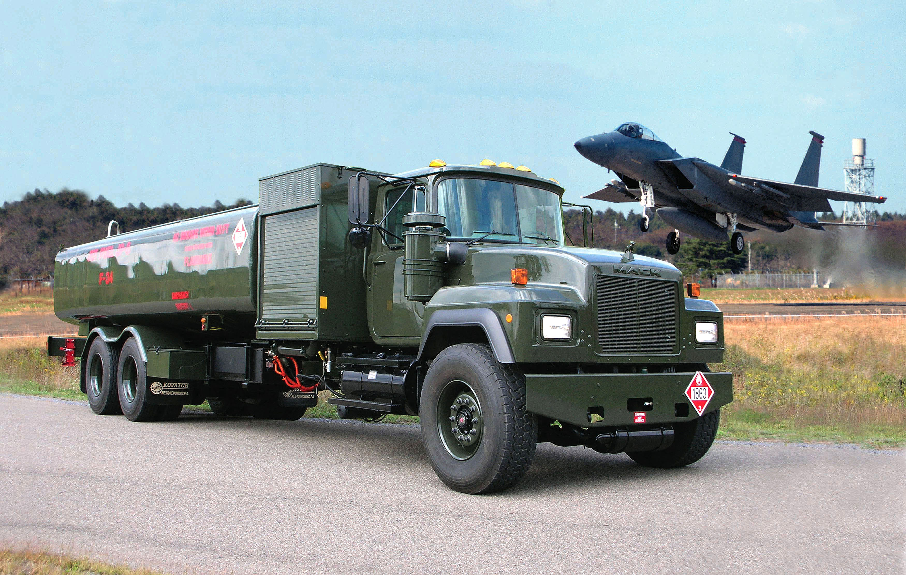 File:The R-11 hybrid electric refueling truck.jpg - Wikimedia Commons