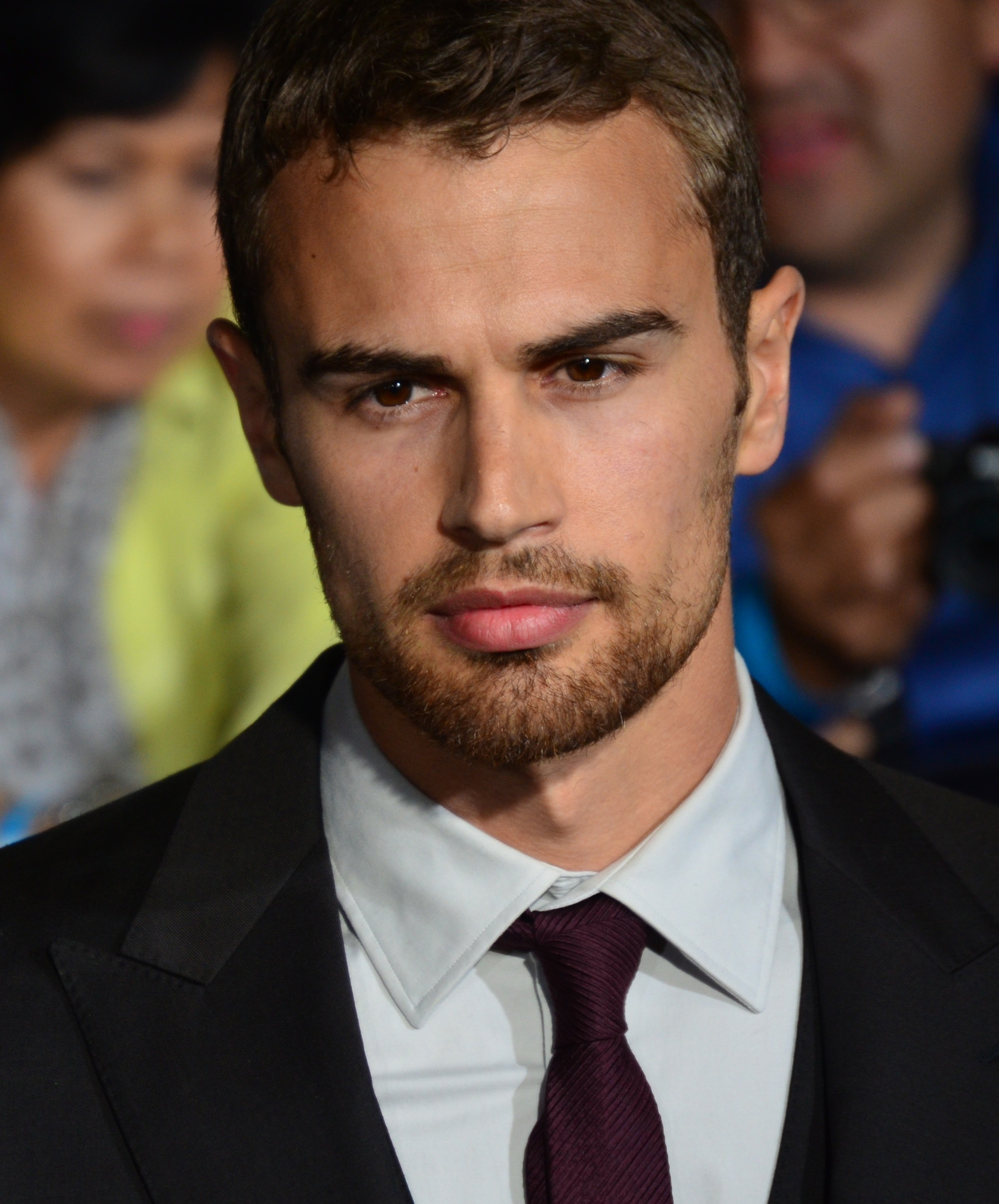 The 33-year old son of father Philip Taptiklis and mother Jane Taptiklis Theo James in 2018 photo. Theo James earned a  million dollar salary - leaving the net worth at 2 million in 2018