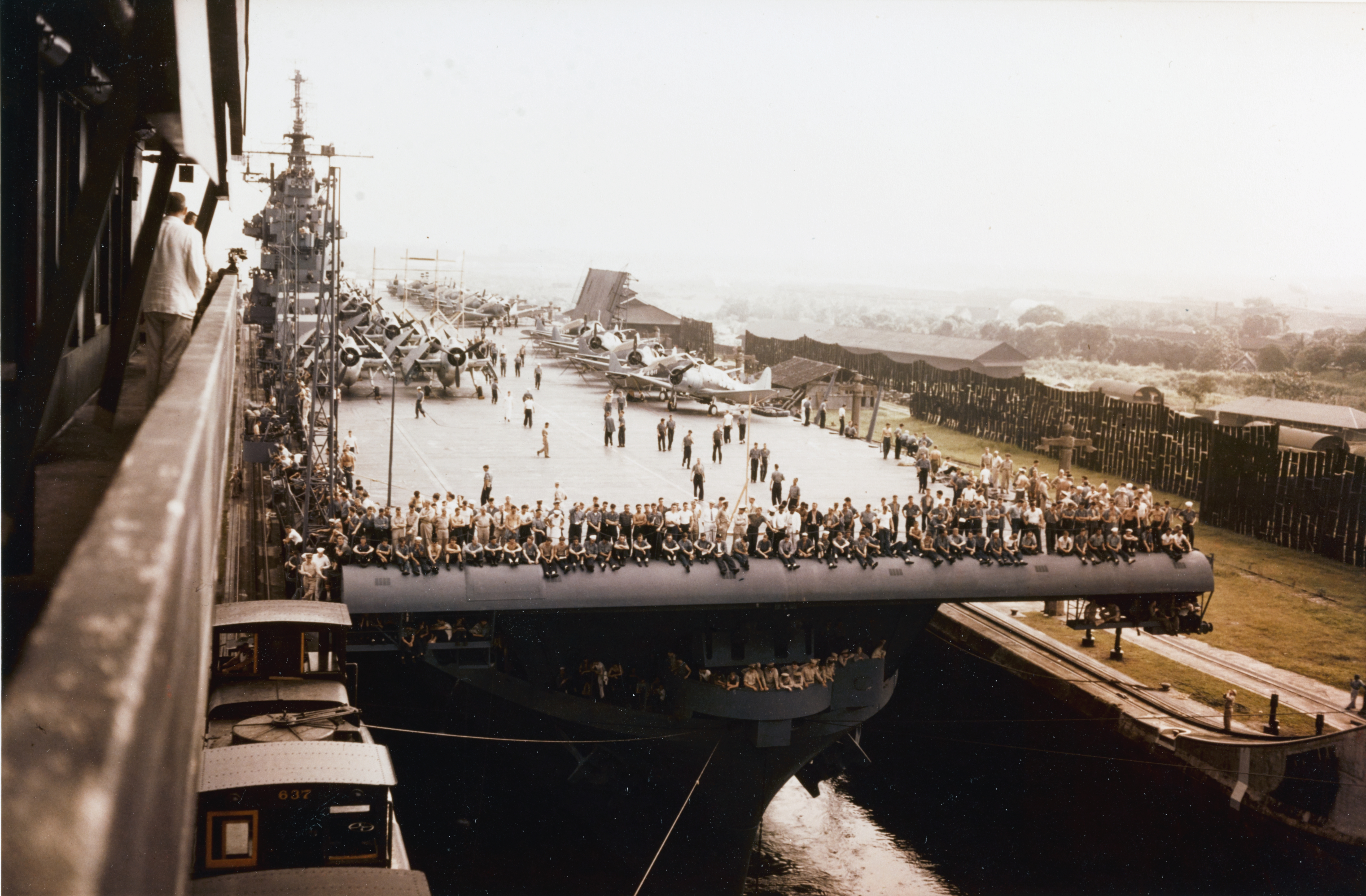 file uss yorktown  cv-10  transiting the panama canal in july 1943 jpg