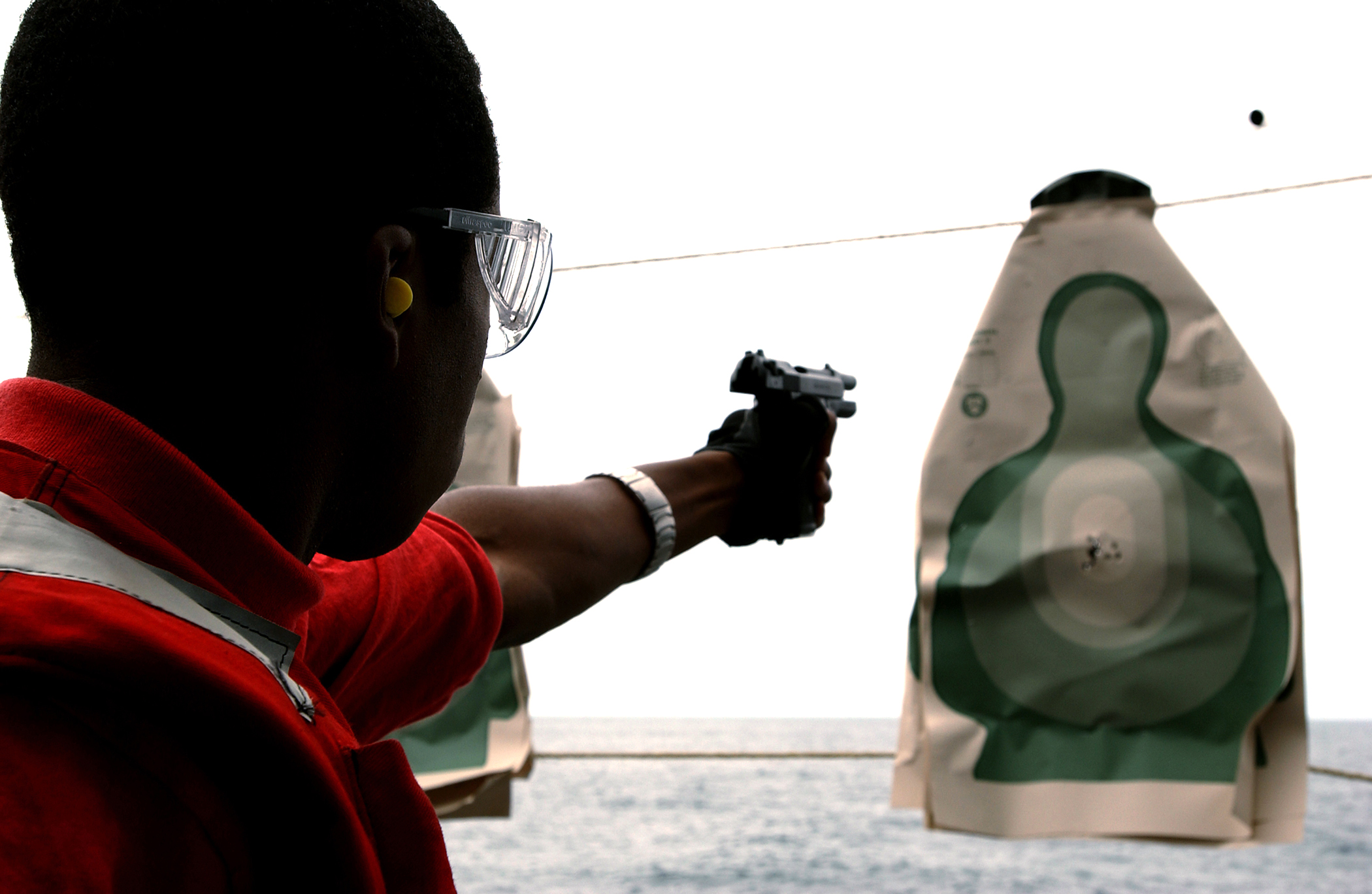 palm beach fla shoots the target with a 9mm pistol chicago palm pistol ...