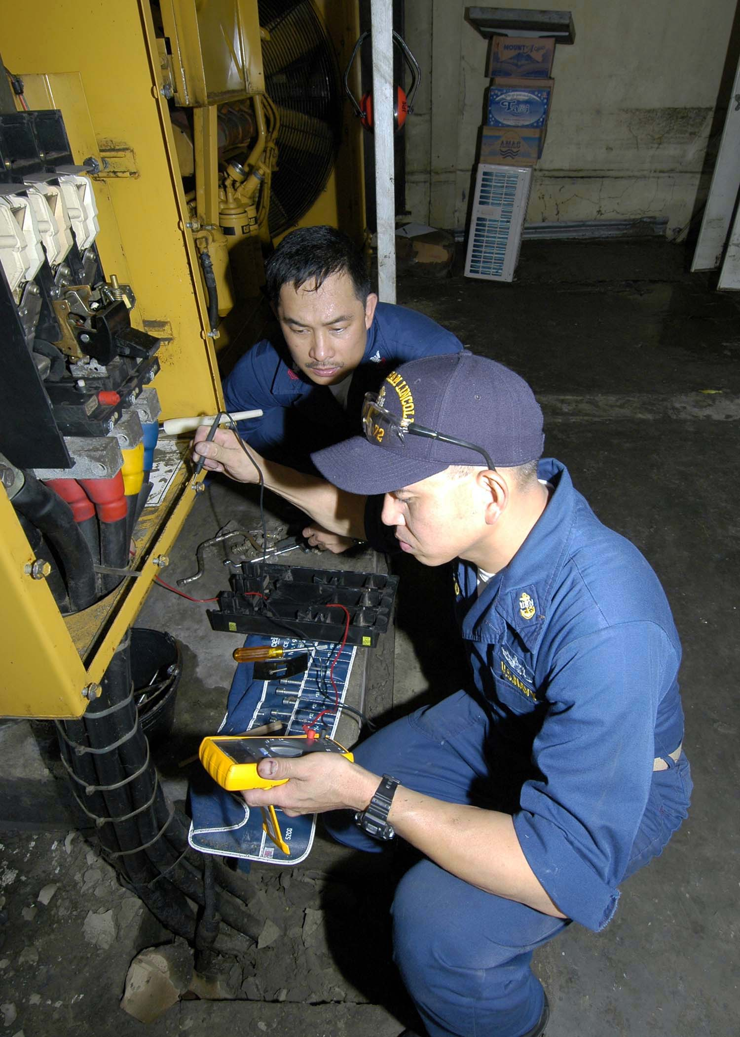 File:US Navy 050106-N-9951E-022 Chief Electrician's Mate Conrad ...