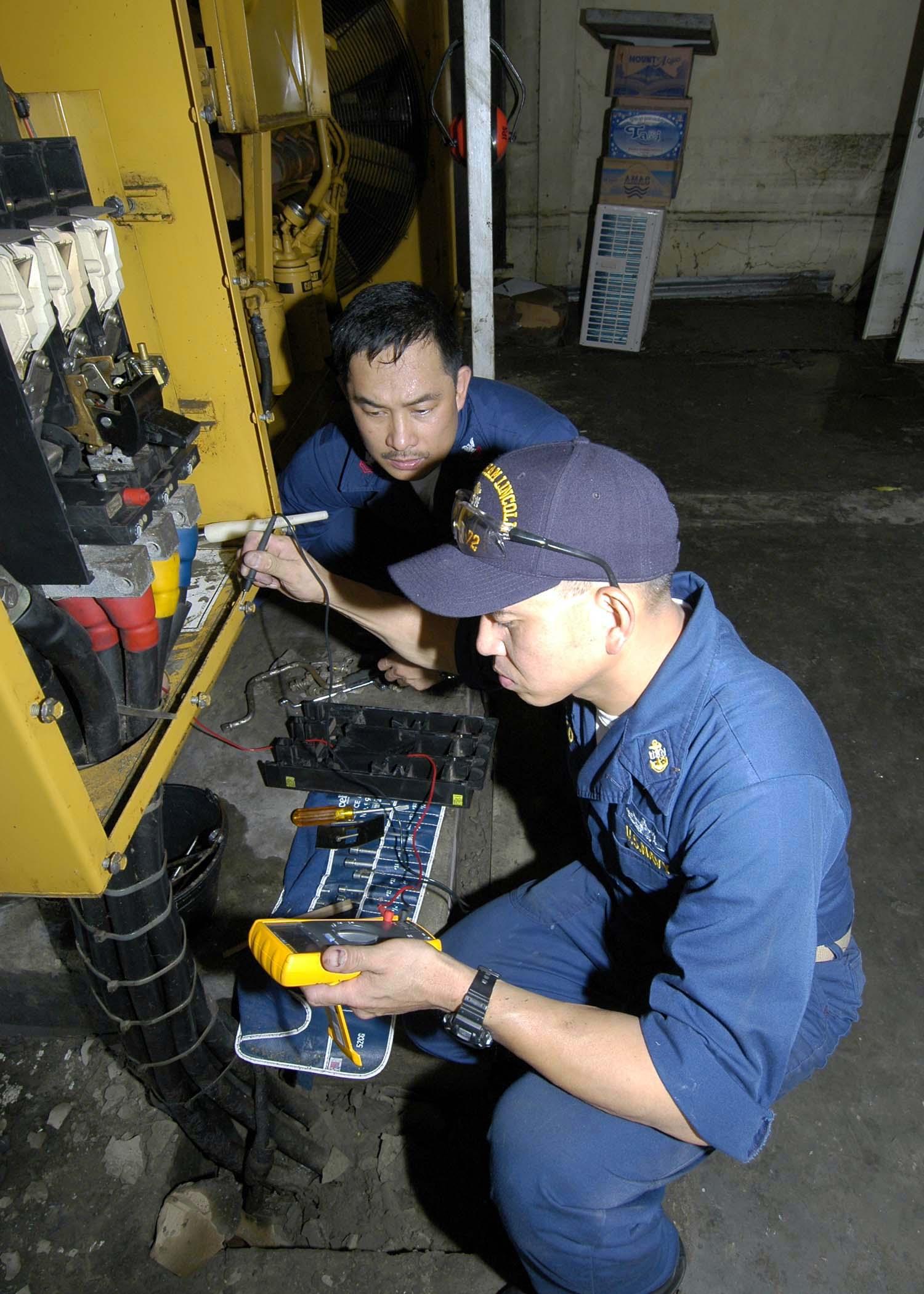 FileUS Navy 050106 N 9951E 022 Chief Electricians Mate Conrad Capindo
