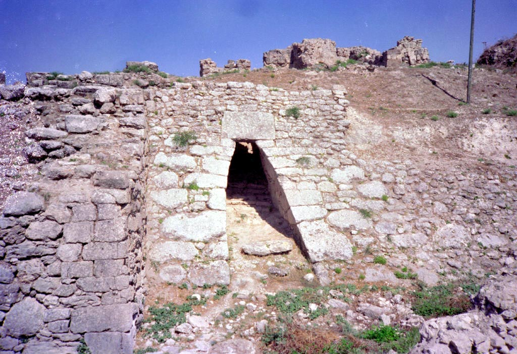 http://upload.wikimedia.org/wikipedia/commons/4/4e/Ugarit_ras_shamra.jpg