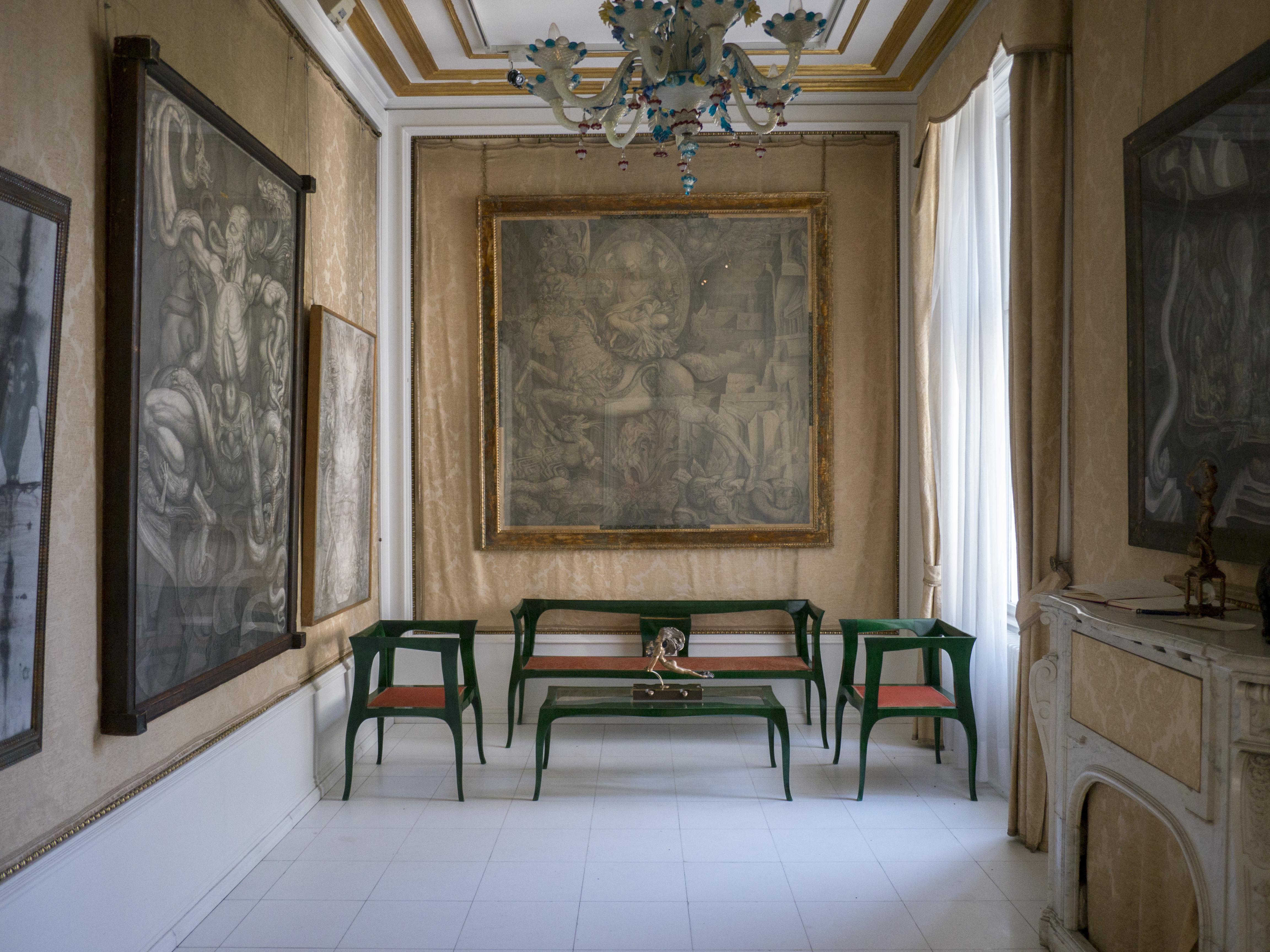 File:Villa Wagner I Innenansicht Kamin Salon.JPG