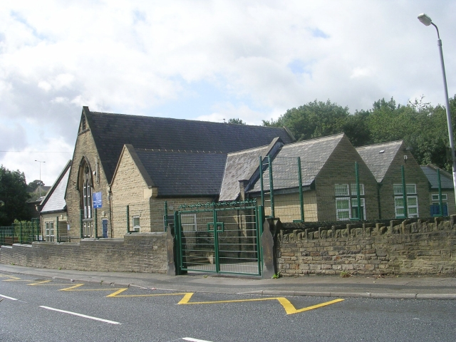 File:Woodlands C of E Primary School - Mill Carr Hill Road