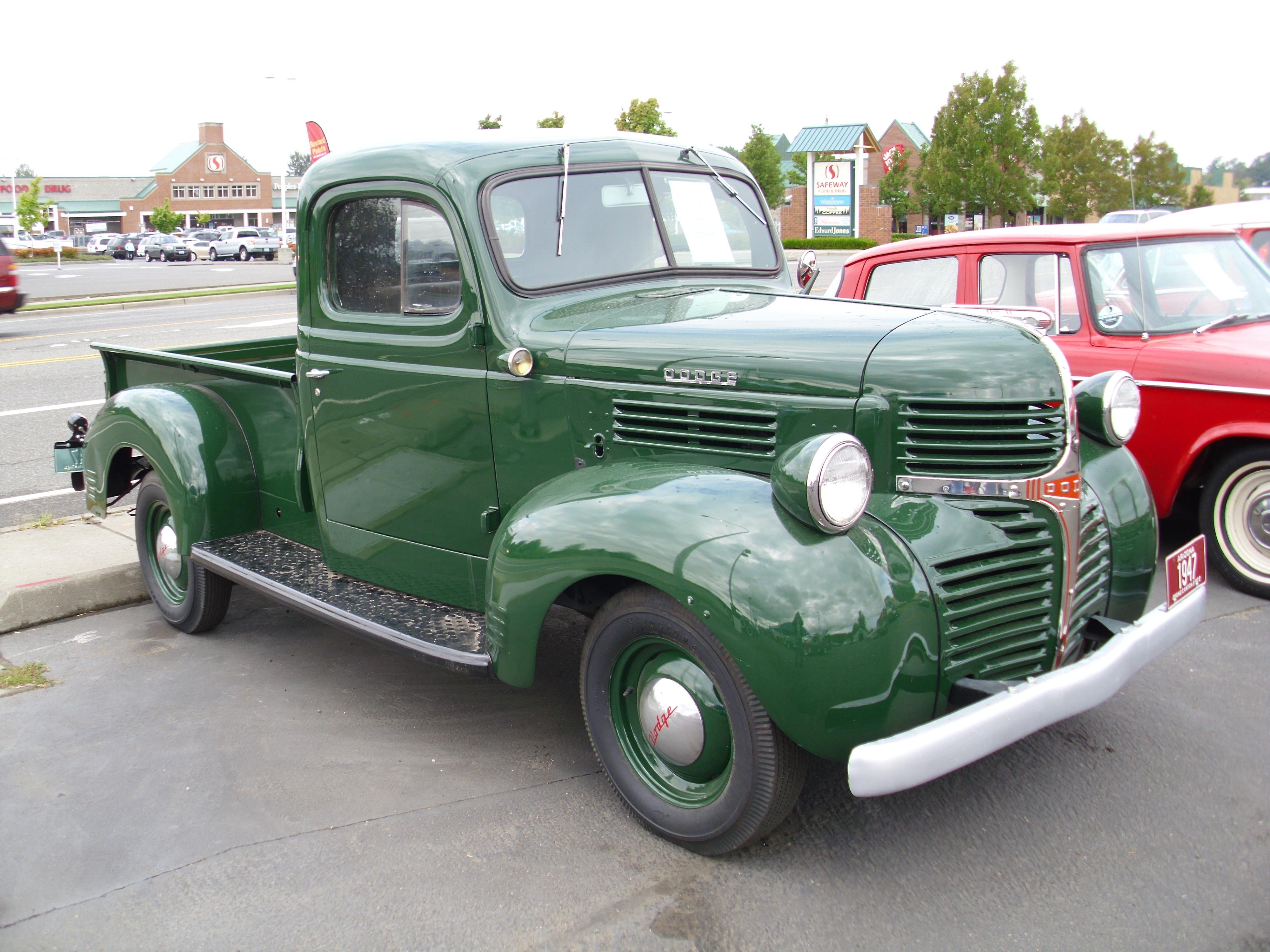 1947_Dodge_(6201456865).jpg