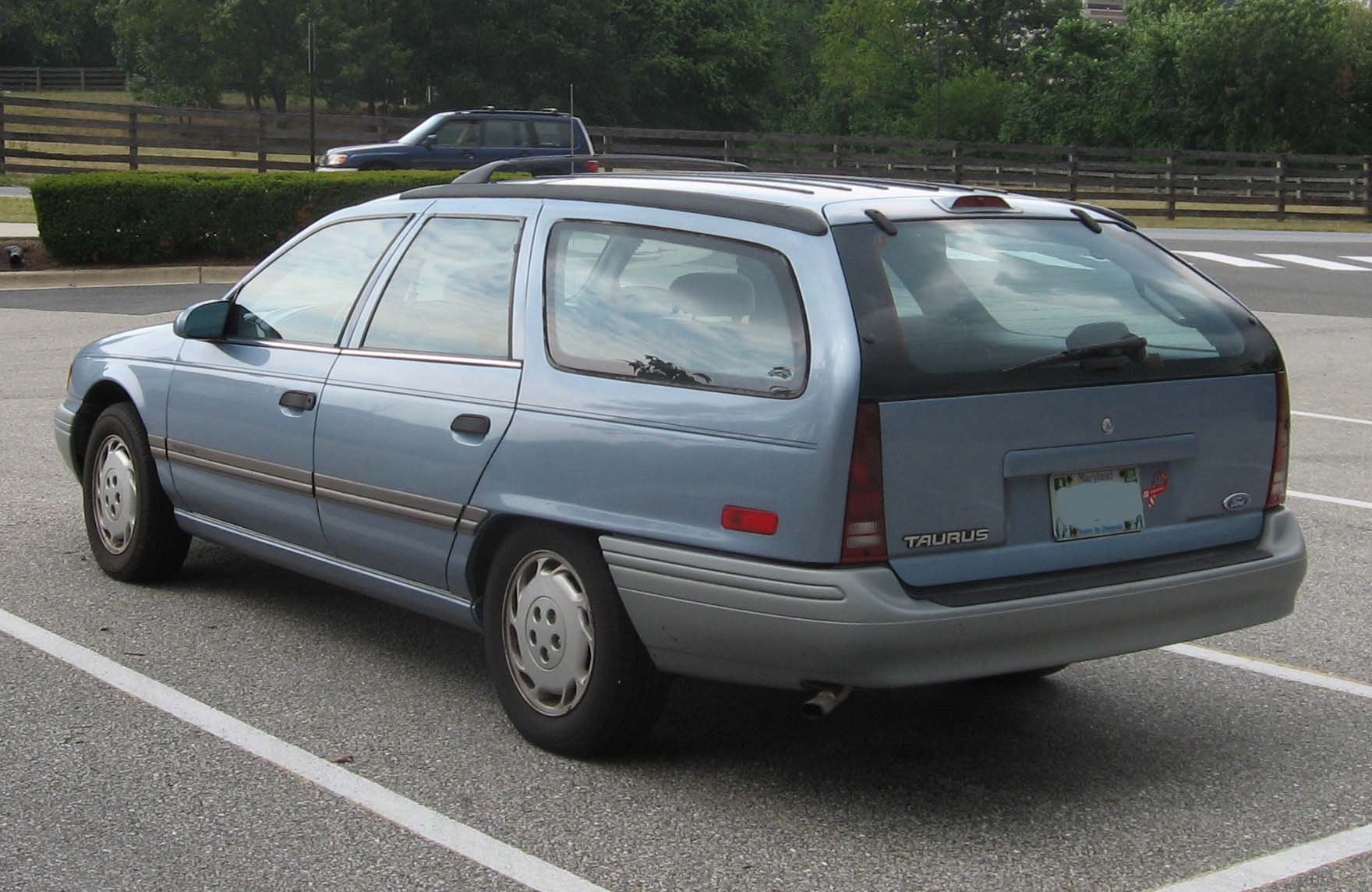 Description 2nd-Ford-Taurus-GL-wagon-rear.jpg