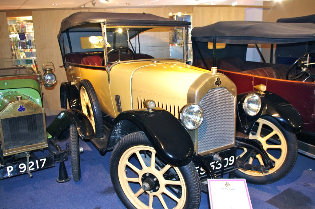 File:A Vintage Yellow Car in Coventry Transport Museum.jpg ...