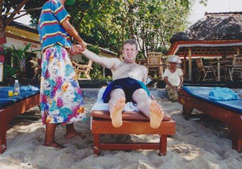File:A man is massaging on Bali.jpg
