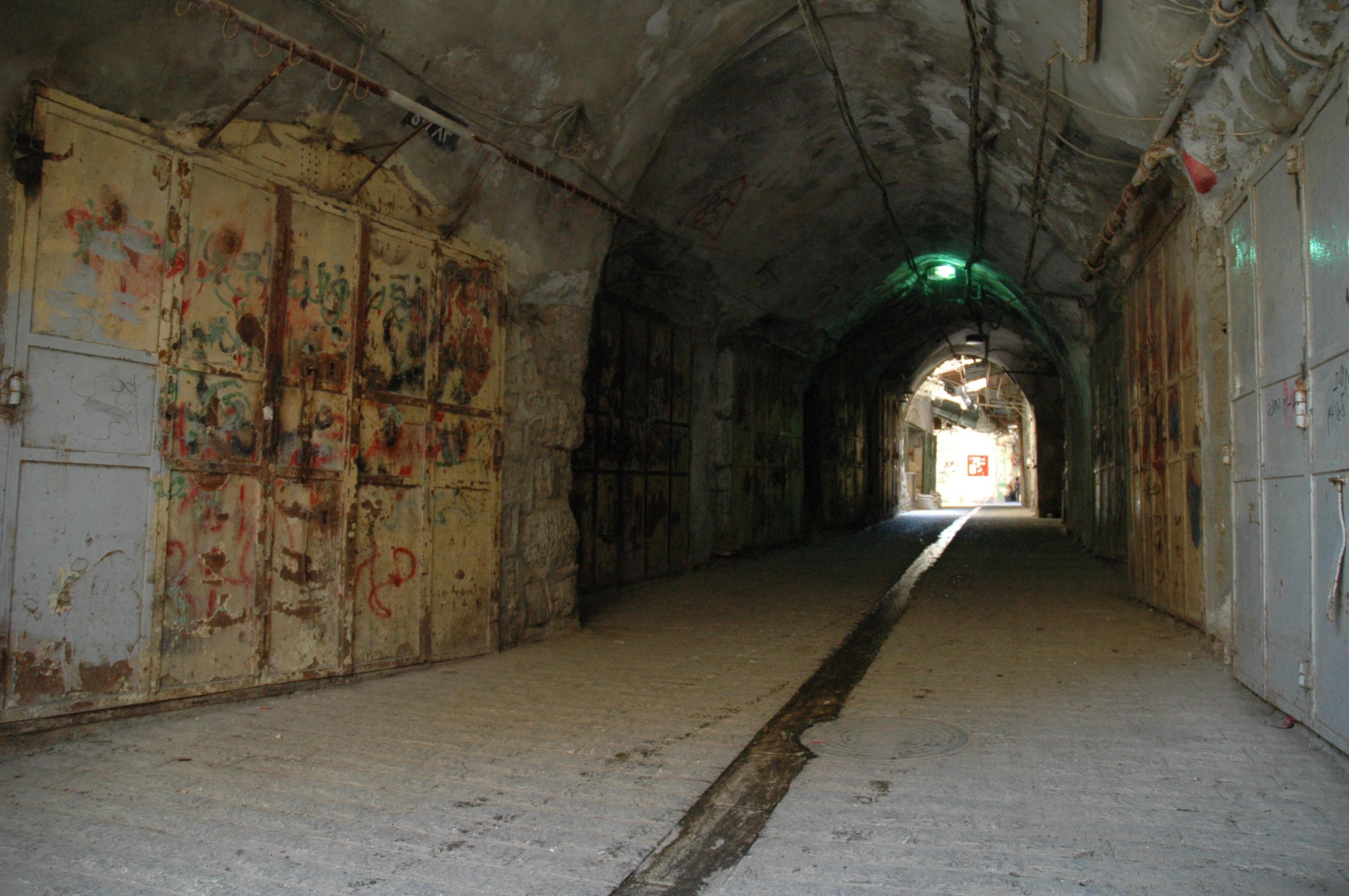 Файл: Заброшенные магазины в Hebron.jpg - Википедия