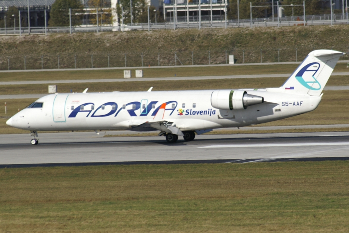 Original file ‎ (1,200 × 800 pixels, file size: 619 KB, MIME type ...: commons.wikimedia.org/wiki/File:Adria_Airways_CRJ200_S5-AAF_MUC.jpg
