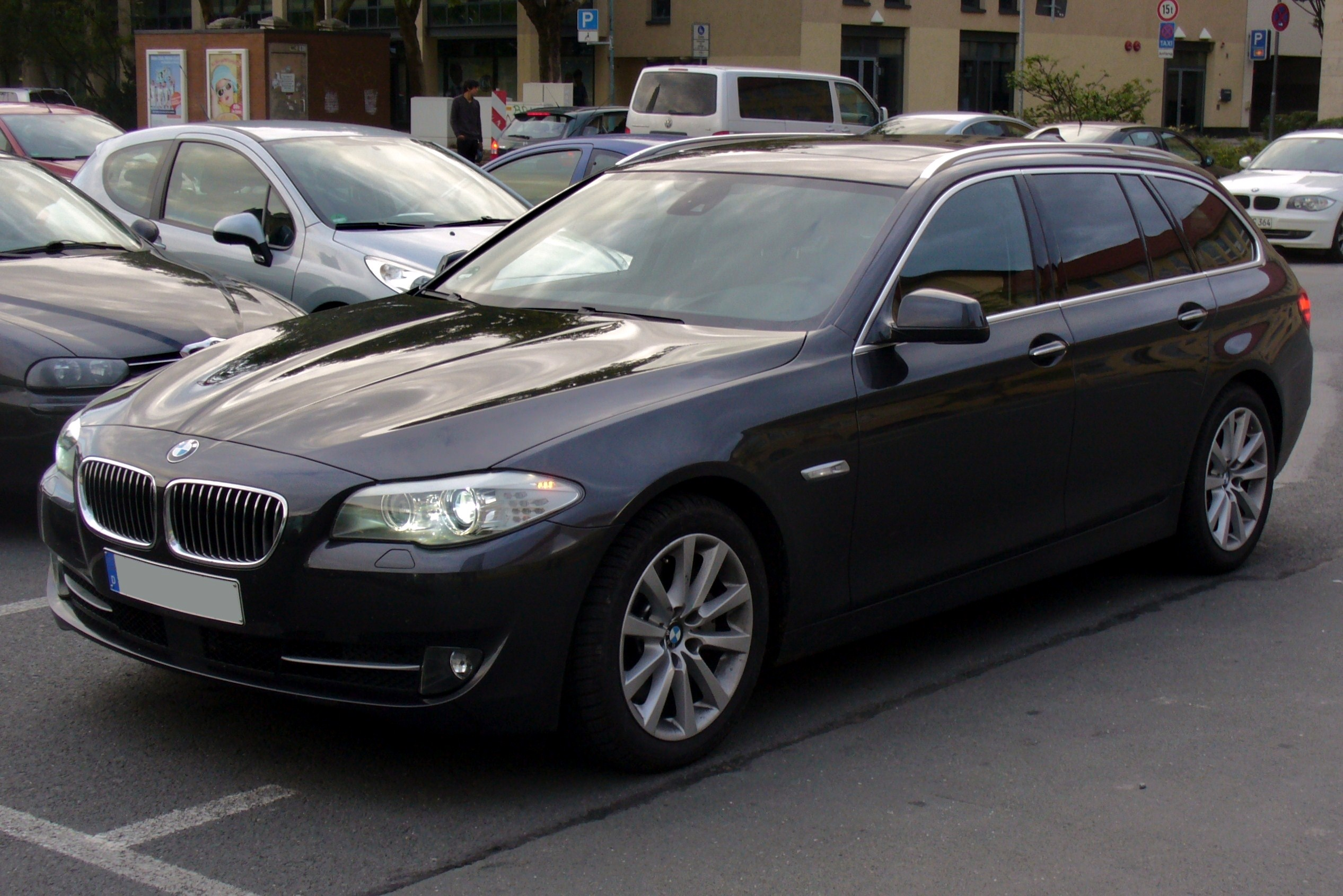 File Bmw 535d Touring Sophistograu Jpg Wikimedia Commons