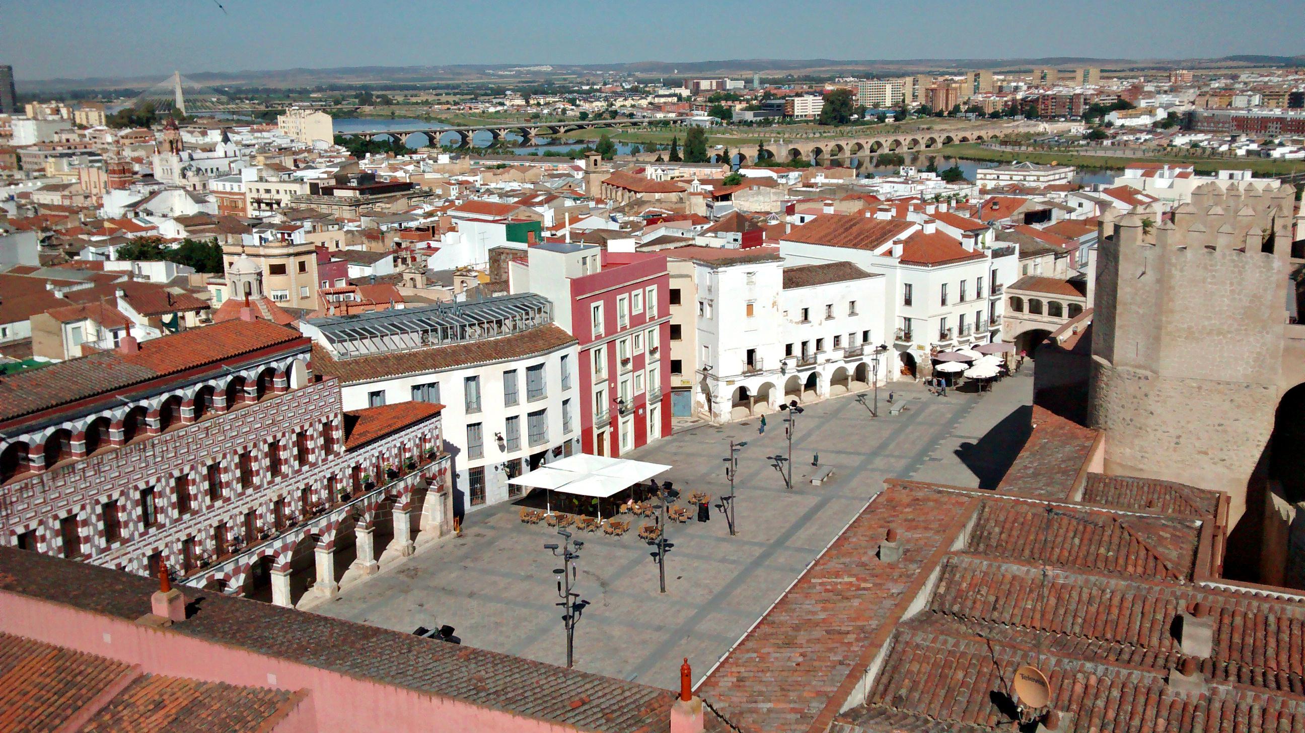 File:Badajoz desde la Torre de Espantaperros.jpg - Wikimedia Commons