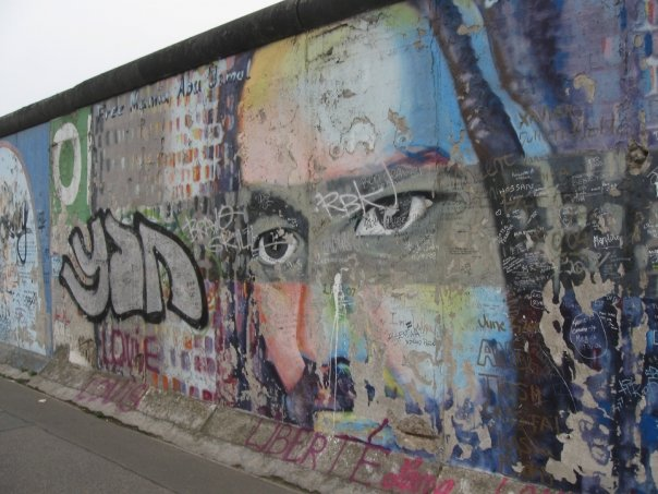 File berlin wall face wikimedia commons for Berlin wall mural