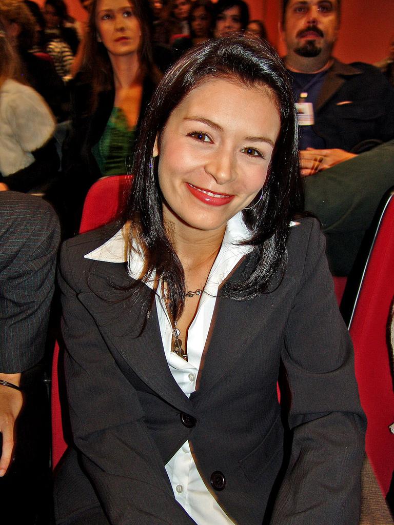 http://upload.wikimedia.org/wikipedia/commons/4/4f/Bianca_Castanho.jpg
