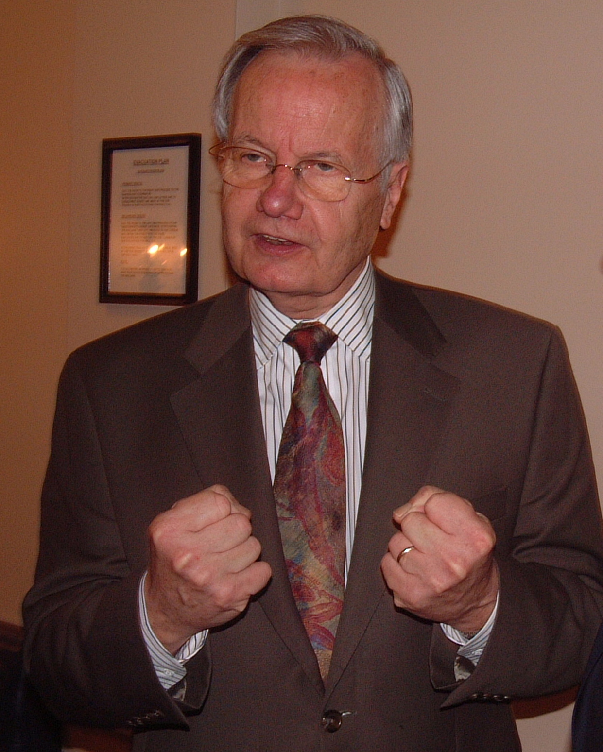 File:BILL MOYERS 24 May 2005.jpg - Wikipedia, the free encyclopedia