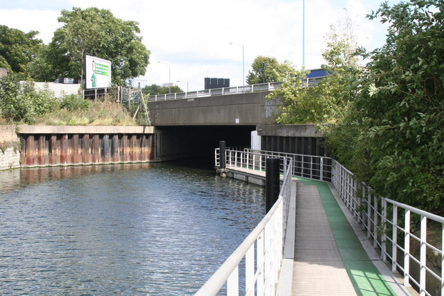Blackwall Tunnel Northern Approach Road bridge over Limehouse Cut - geograph.org.uk - 949766