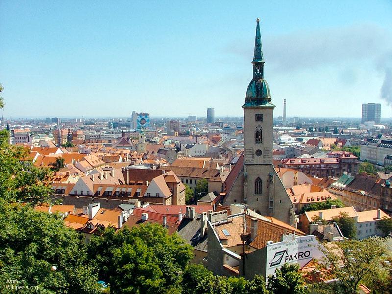Tiedosto:Bratislava old town from castle hill.jpg