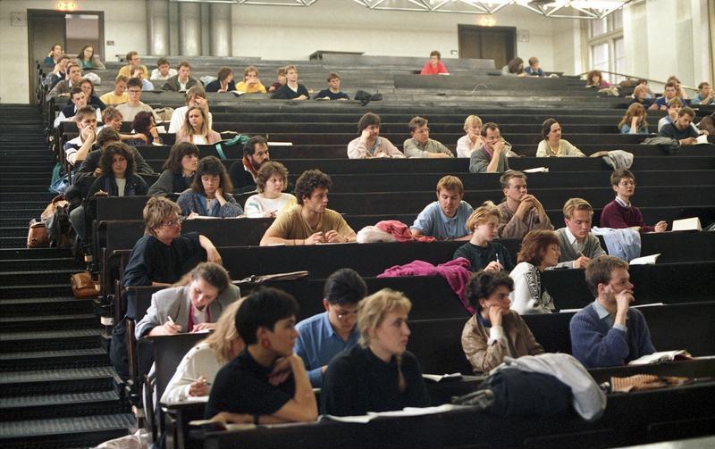 Bundesarchiv B 145 Bild-F079105-0014, Heidelberg, Hörsaal in der Universität.jpg