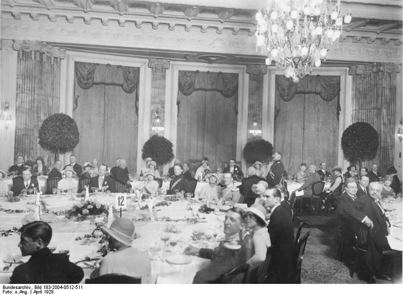 Kaisersaal: Vermählung Fürst Bismarcks Bundesarchiv, Bild 183-2004-0512-511 / CC-BY-SA 3.0 [CC BY-SA 3.0 de (https://creativecommons.org/licenses/by-sa/3.0/de/deed.en)], via Wikimedia Commons
