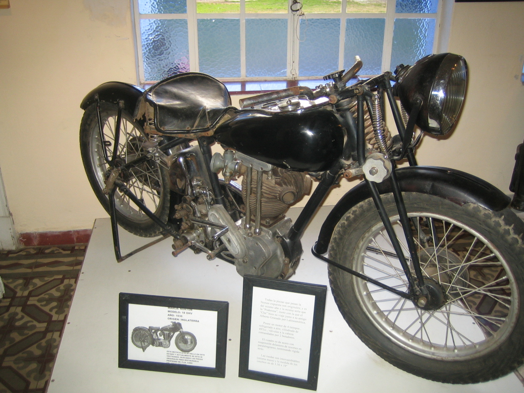 Motocicleta Norton idéntica a la que Ernesto Guevara y Alberto Granado iniciaron el primer viaje latinoamericano. (Museo Casa del Che Guevara en Alta Gracia)