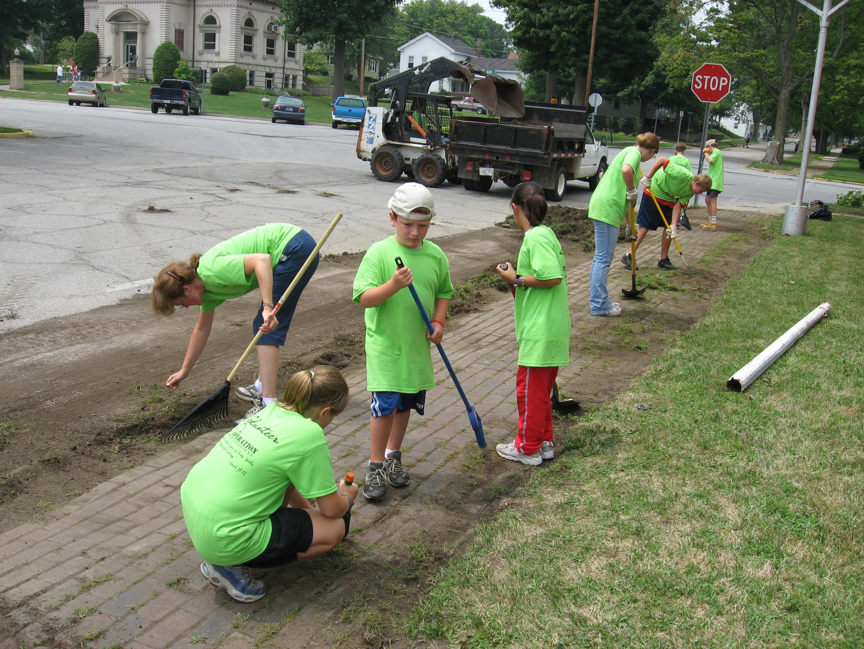 Description children working