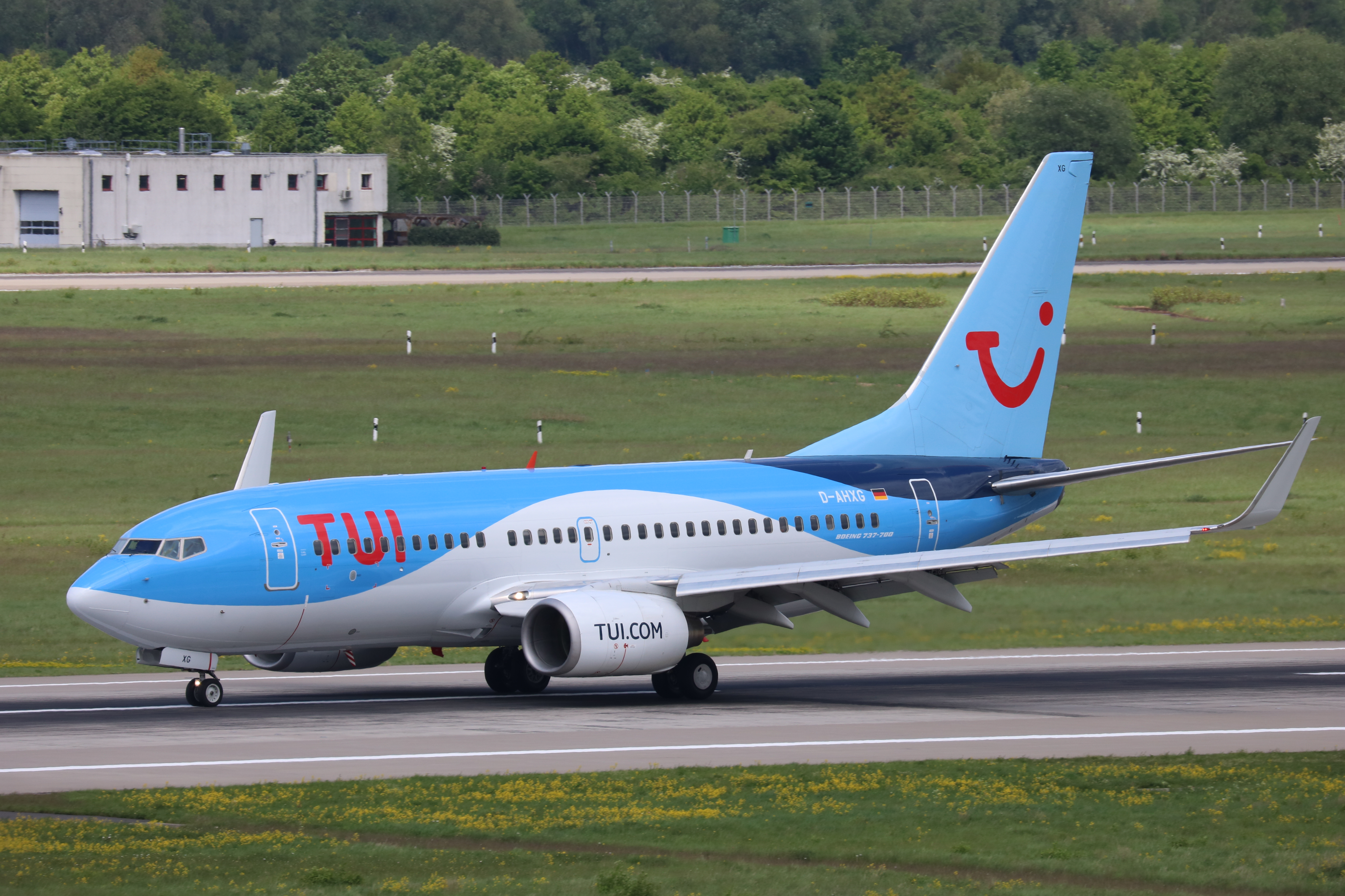 D-AHXG_Boeing_737-700_TUI(fly)_Germany_D