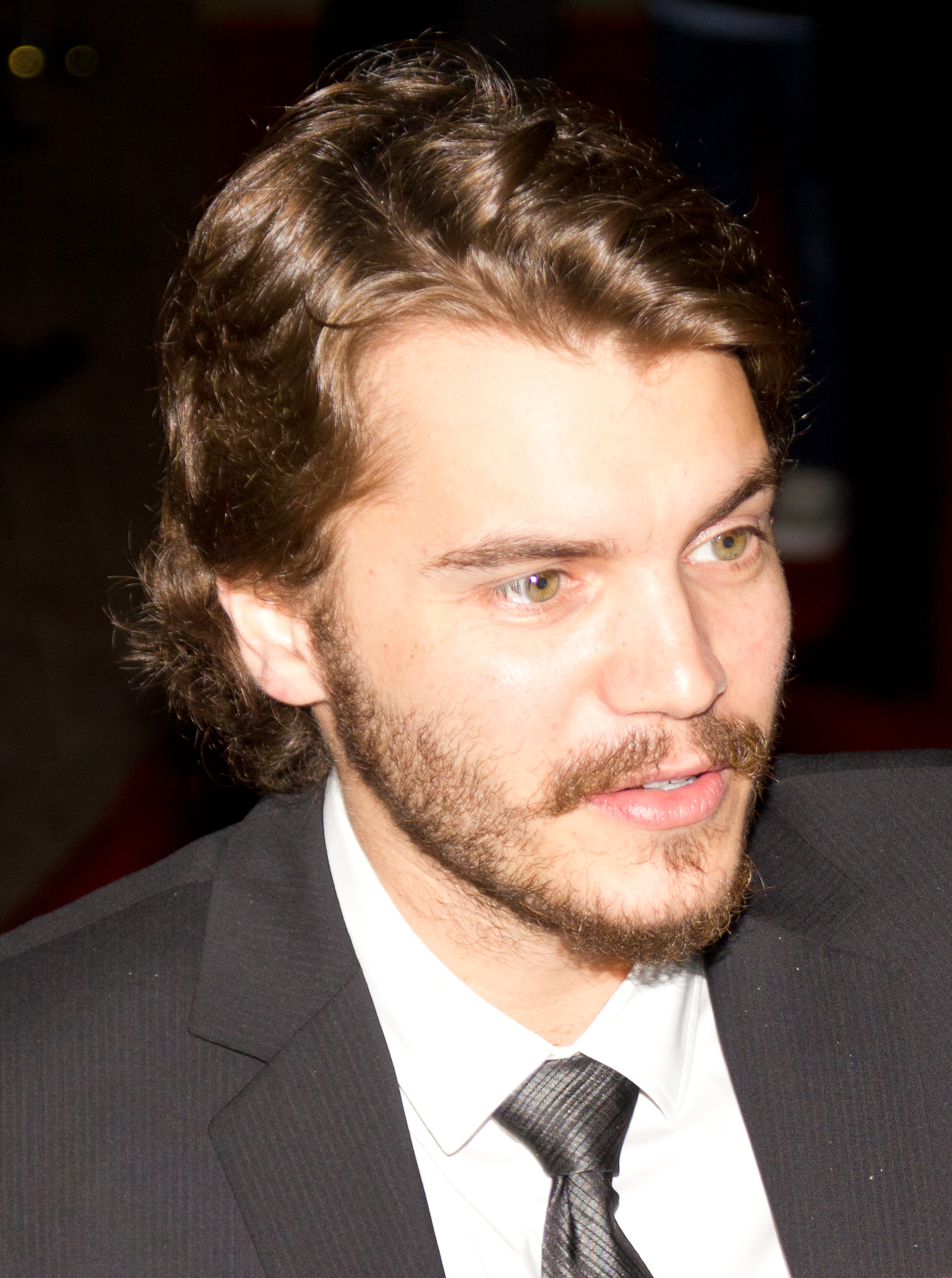 The 33-year old son of father David M. Hirsch and mother Margaret Esther Davenport, 171 cm tall Emile Hirsch in 2018 photo