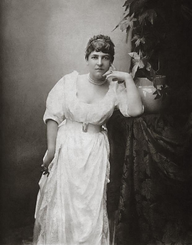 Fanny Stevenson in 1885 [https://upload.wikimedia.org]