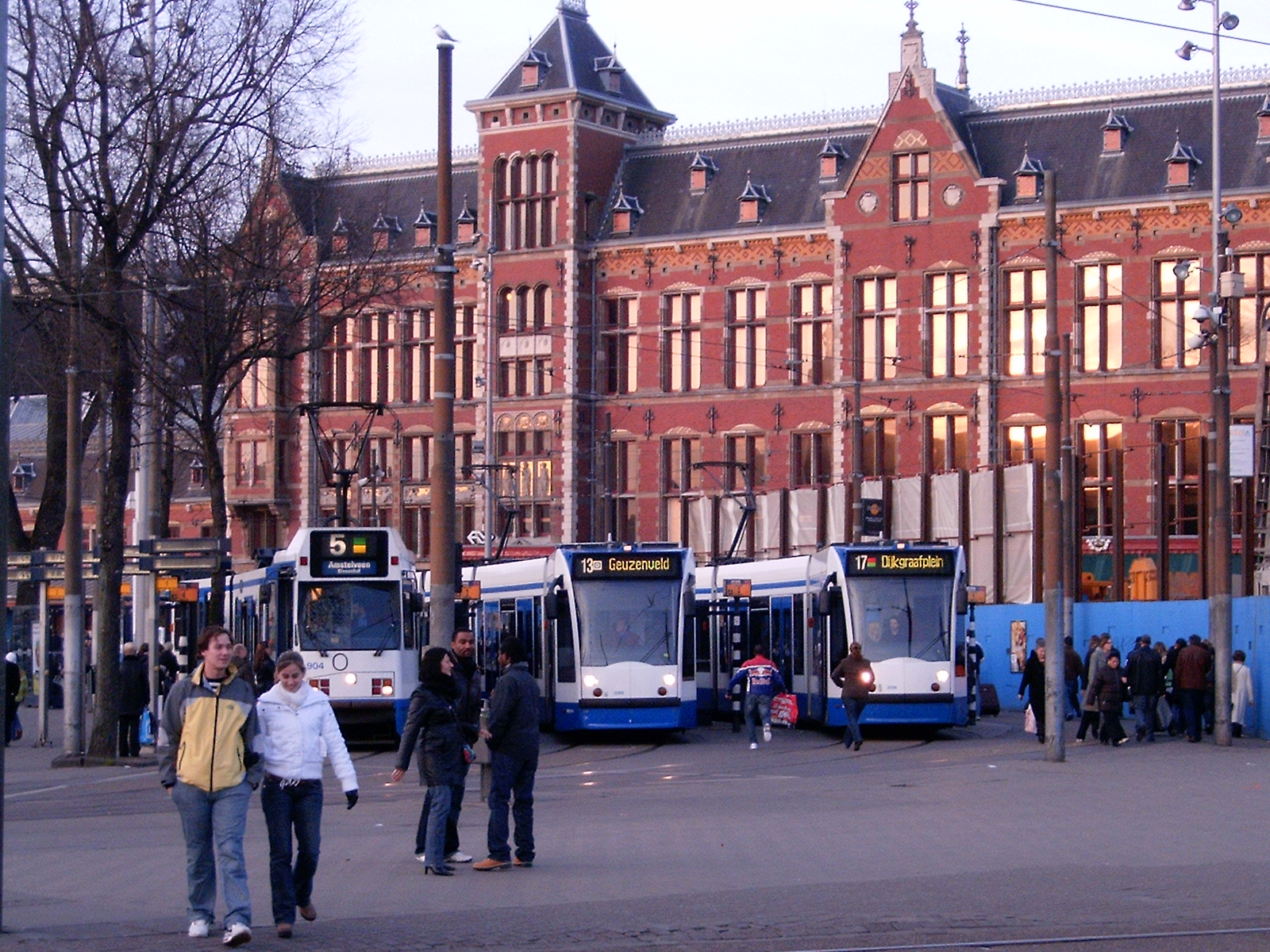 File:GVB 11G 904 and two Combinos (Amsterdam tram) at Central Station on  routes 5, 13, and 17.jpg