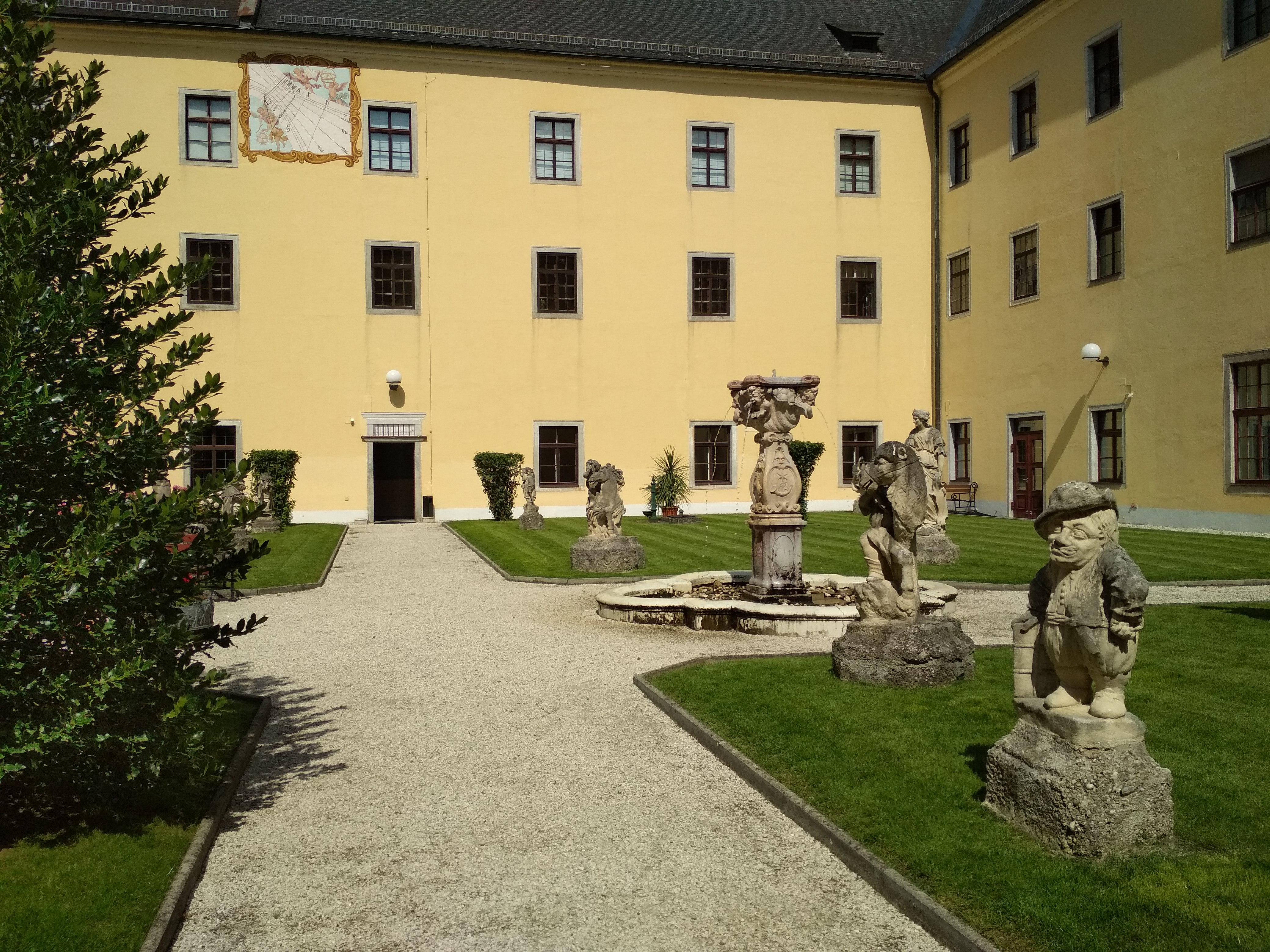 Filegarten Mit Skulpturen Und Sonnenuhrjpg Wikimedia Commons