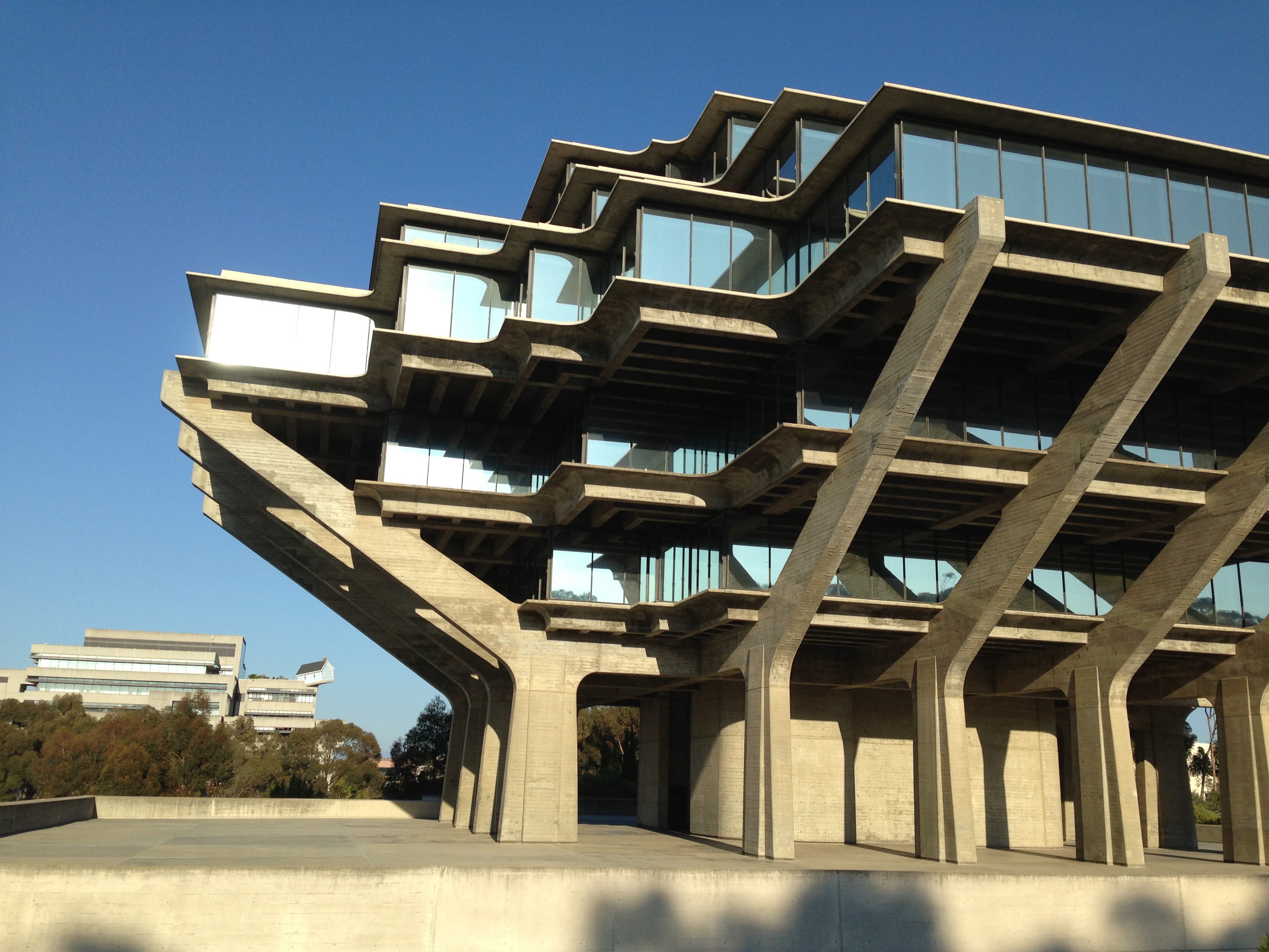 File:Geisel Library 8 2013-08-16.jpg - Wikimedia Commons: commons.wikimedia.org/wiki/File:Geisel_Library_8_2013-08-16.jpg