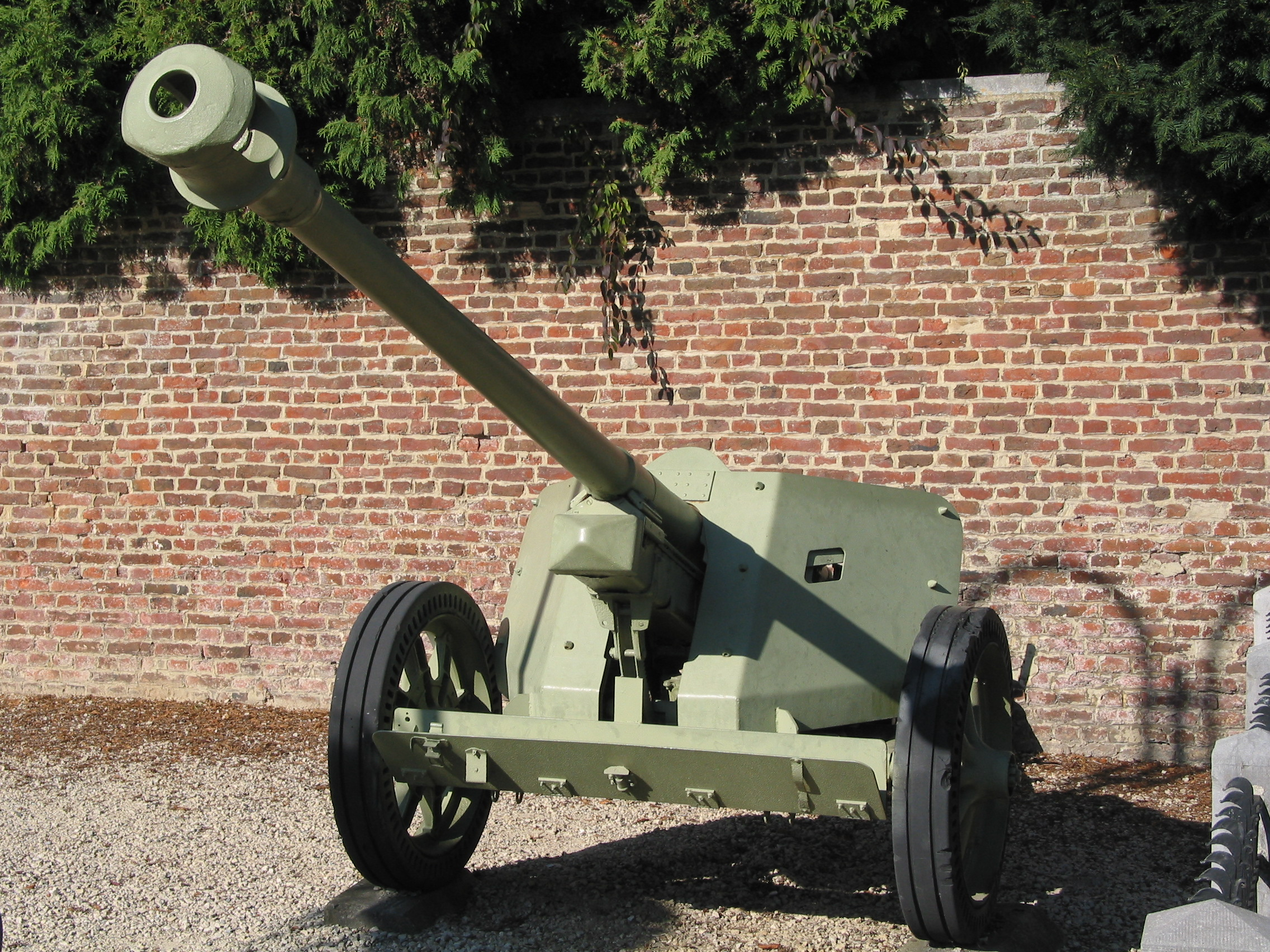 German_PaK_40_75mm_anti-tank_gun_in_Burd