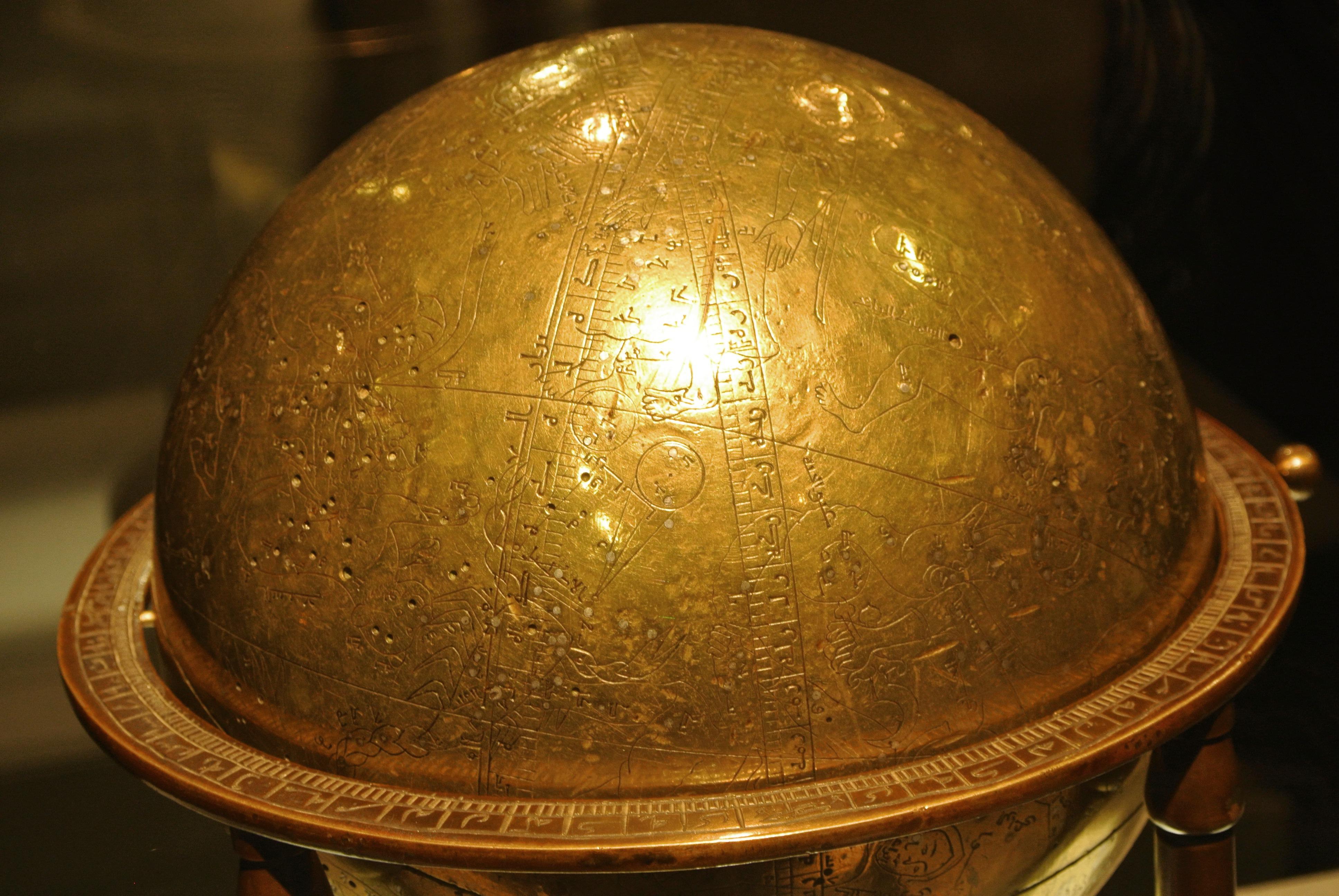 Globe céleste iranien de 1144 conservé au musée du Louvre