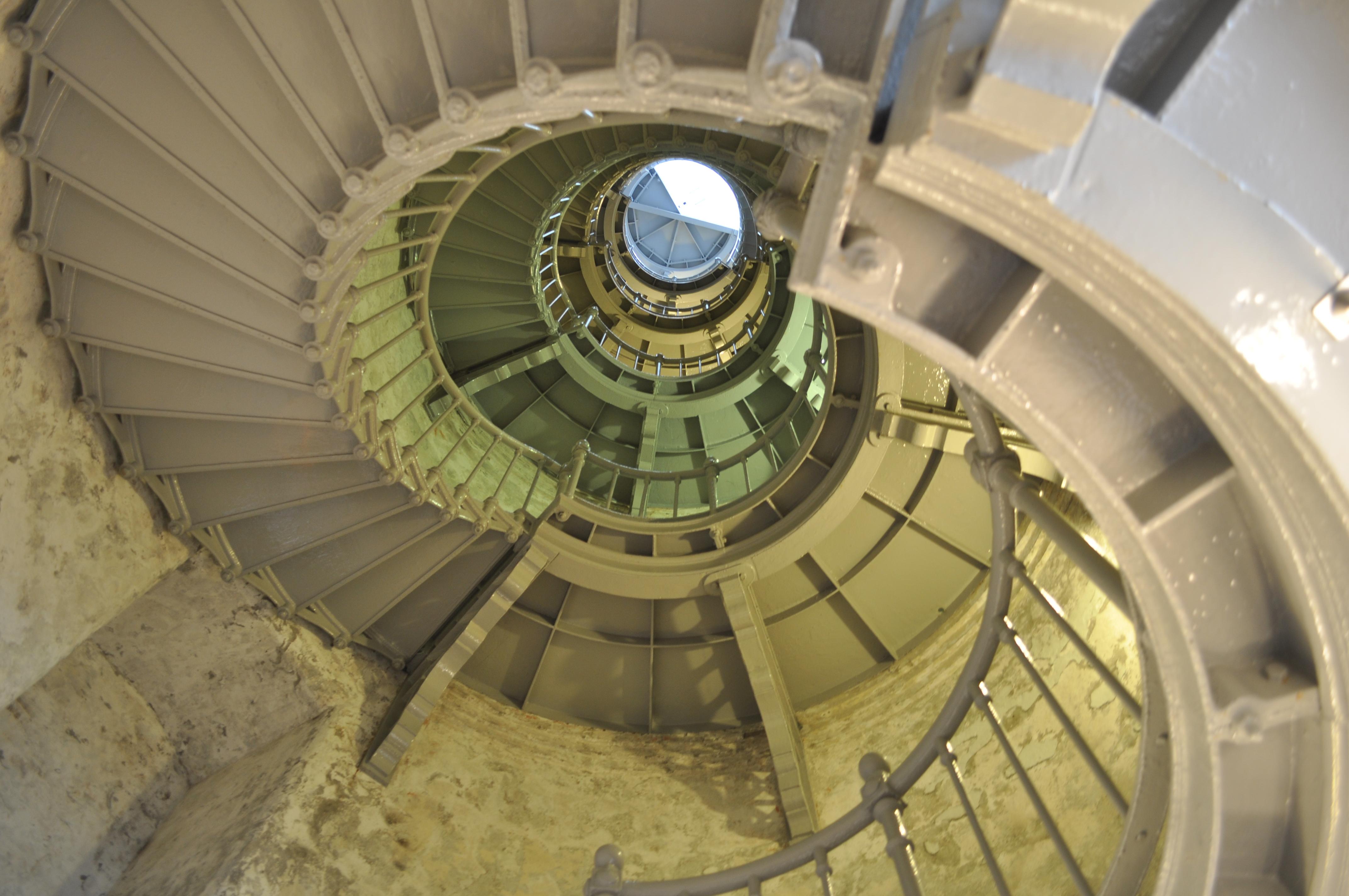 File:Grays Harbor (Westport) Lighthouse Interior 02