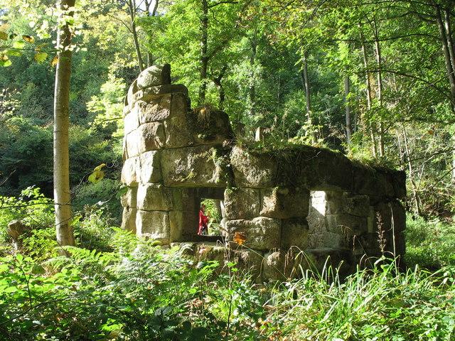 Hackfall Rustic Ruin - geograph.org.uk - 1525512