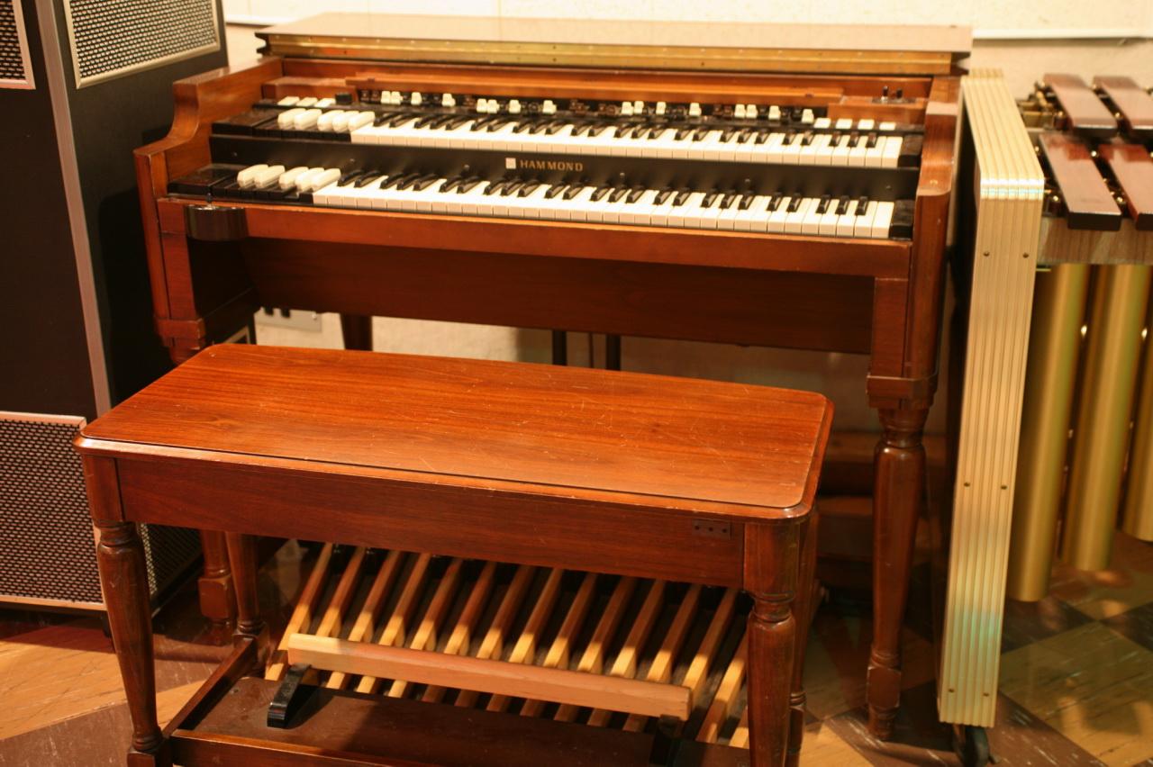 File:Hammond B3 at RCA Studio B.jpg - Wikimedia Commons