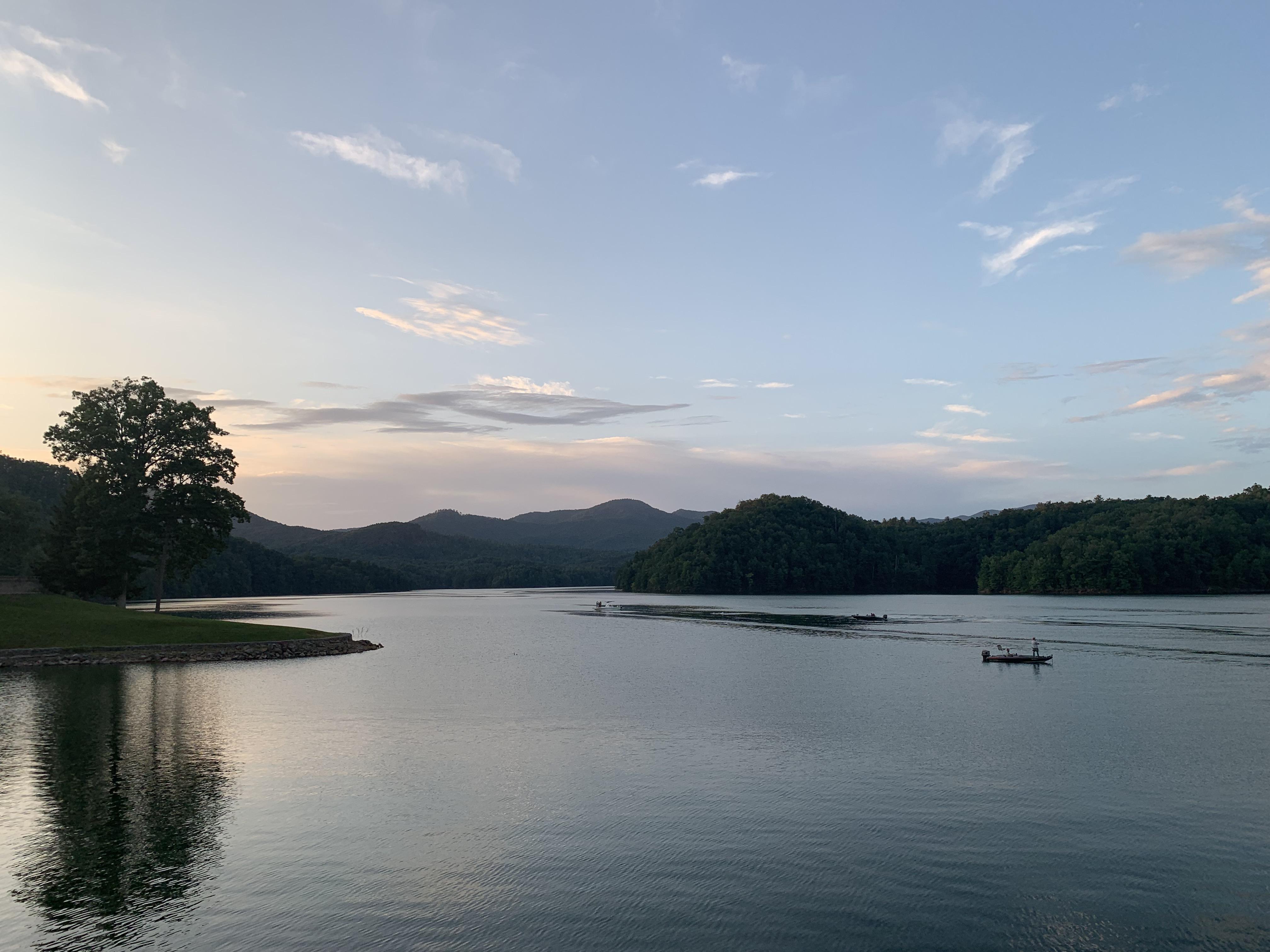 File:Hiwassee lake.jpg