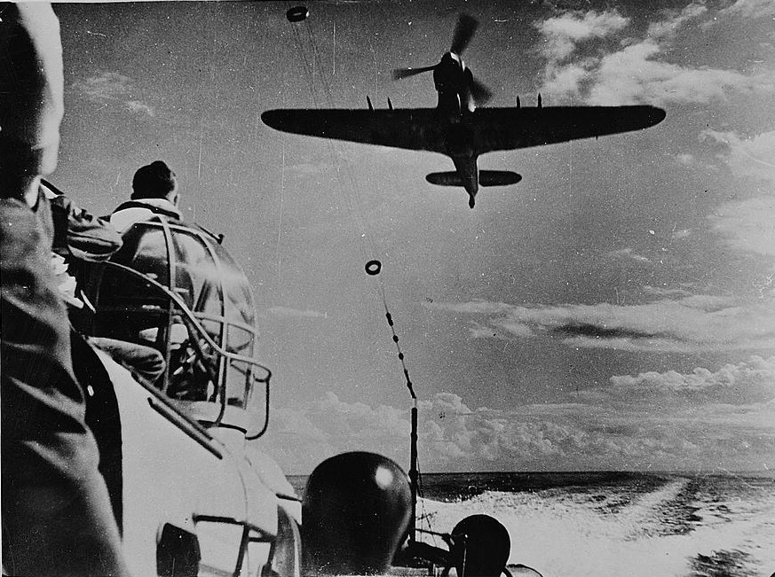 La Luftwaffe en el desierto 1941-1943 Hurricane_IIC_RAF_HSL_North_Africa