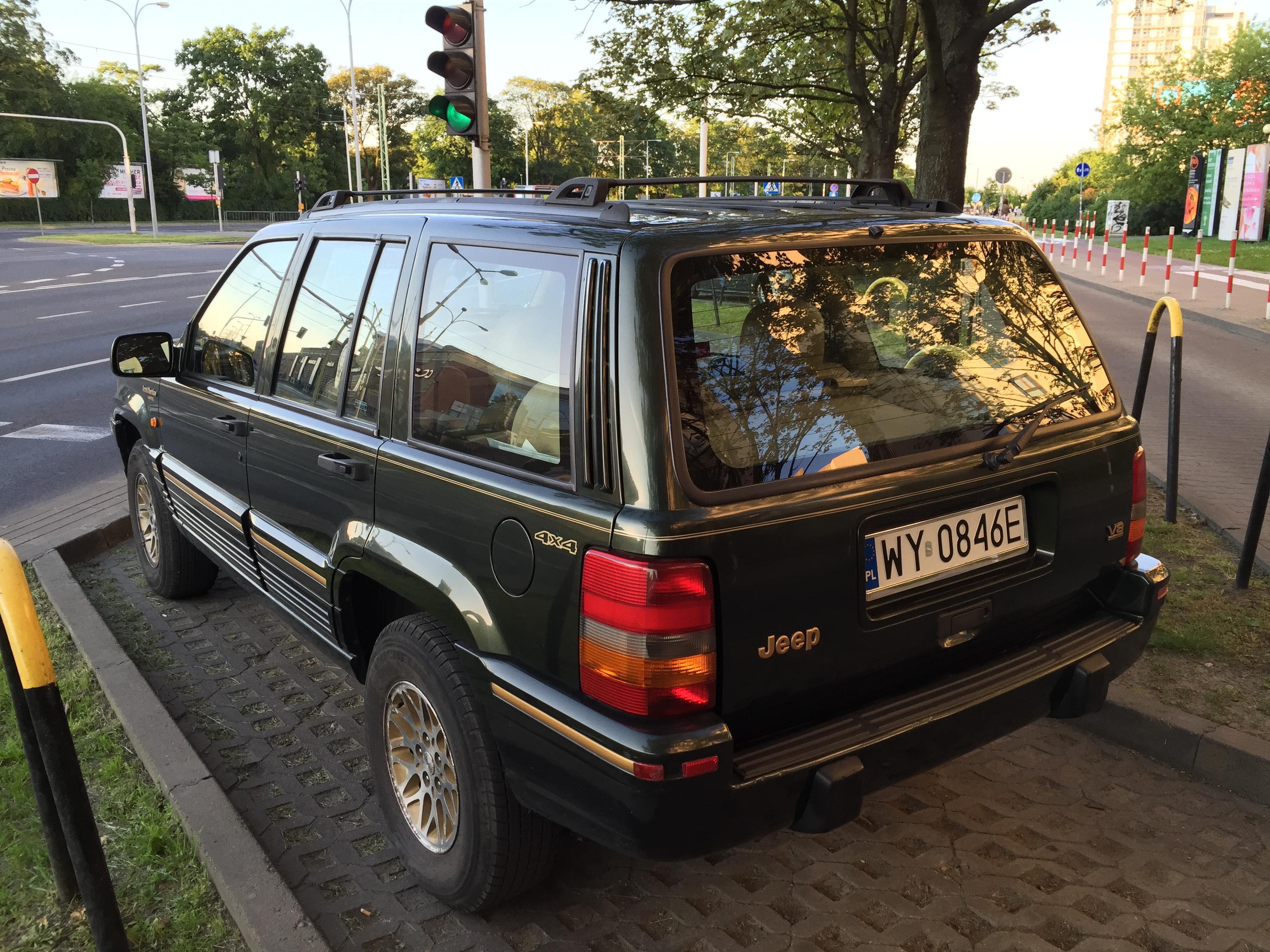 File:Jeep Grand Cherokee Limited (ZJ) Green European Specs In Warsaw Poland  Rear