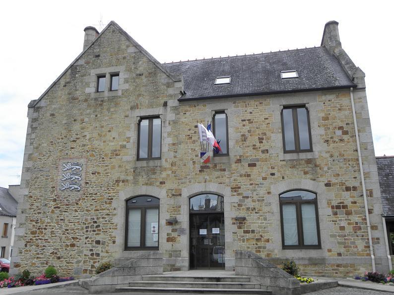 File la guerche de bretagne 35 mairie wikimedia - Piscine de la guerche de bretagne ...