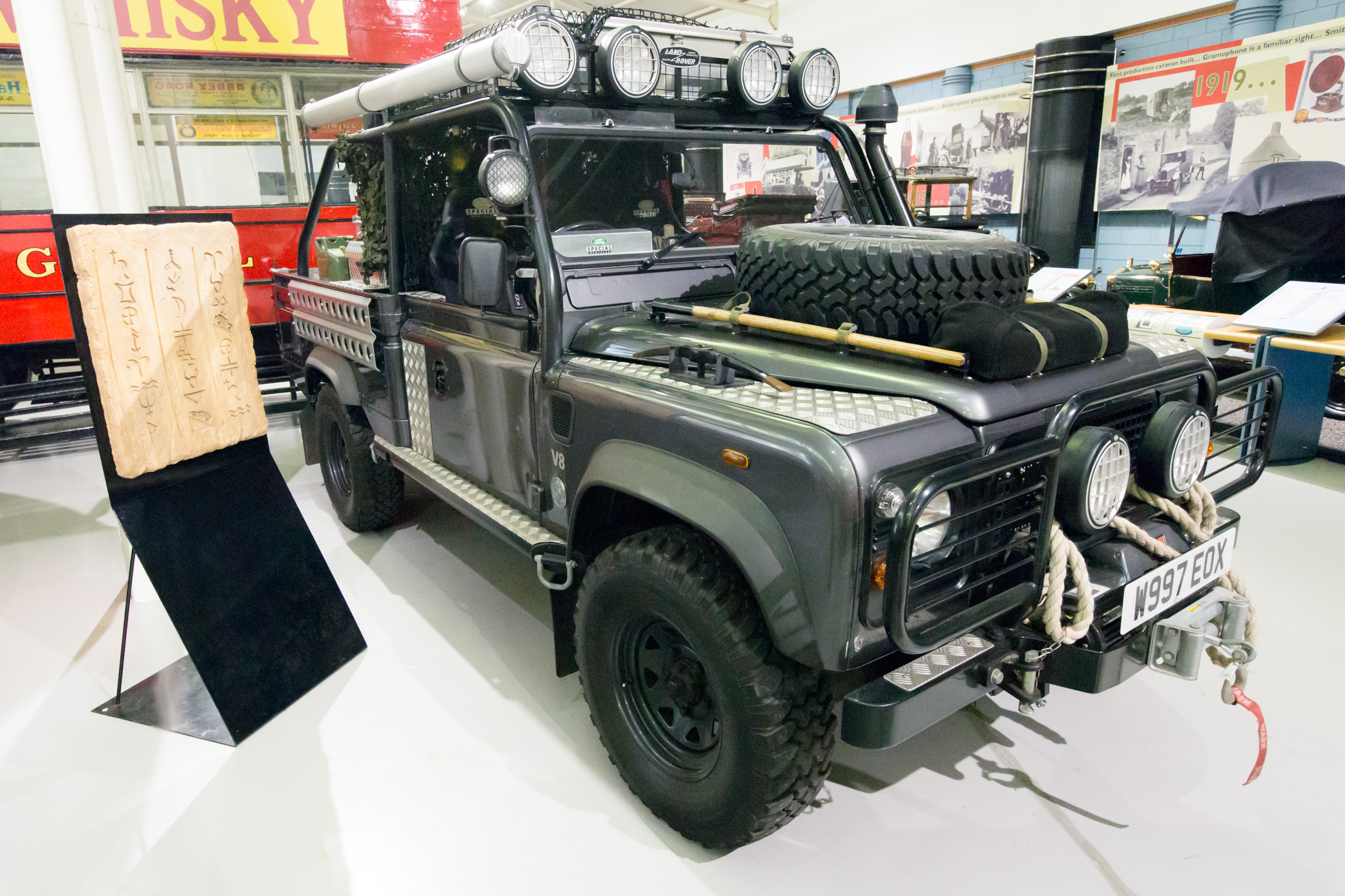 File Land Rover Defender 110 Tomb Raider Film Car Heritage