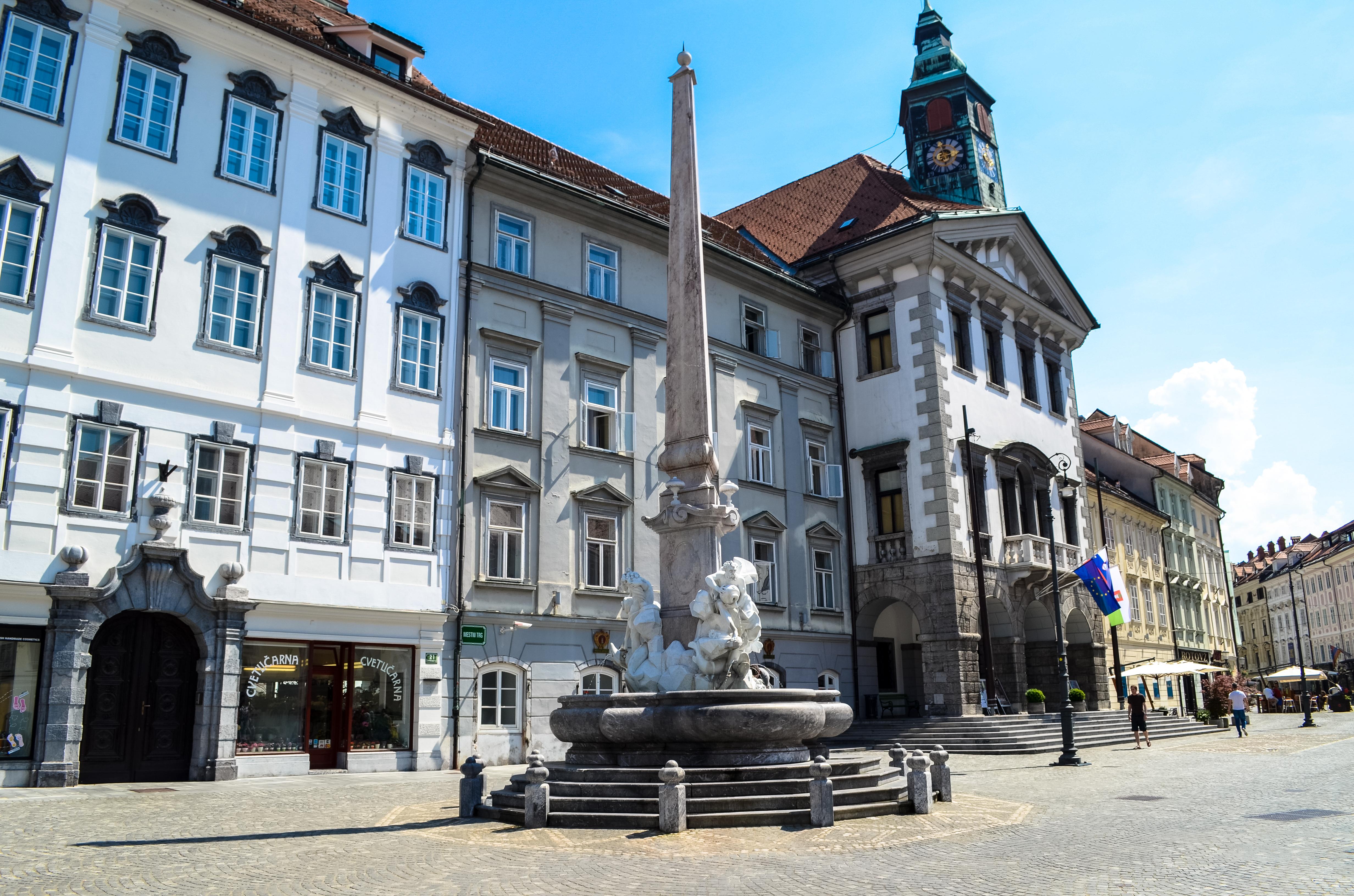 Ljubljana Robba fountain (23665322093).jpg