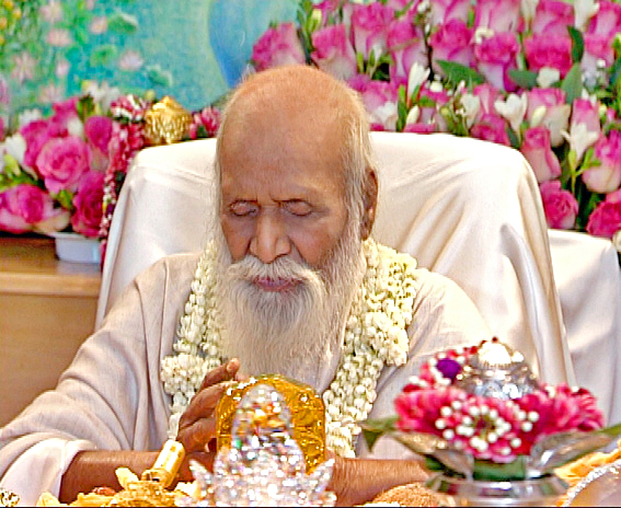 Geschäftstüchtiger Yogi: Der 2008 verstorbene Maharishi (via Wikipedia)