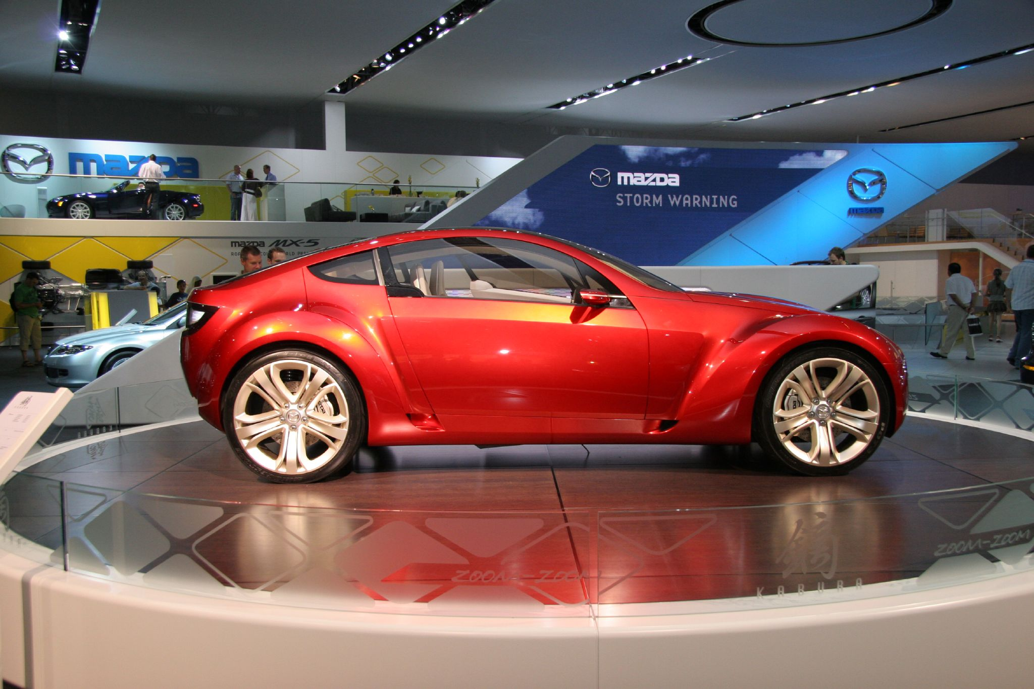 https://upload.wikimedia.org/wikipedia/commons/4/4f/Mazda_Kabura_Concept_at_British_International_Motor_Show_2006.jpg